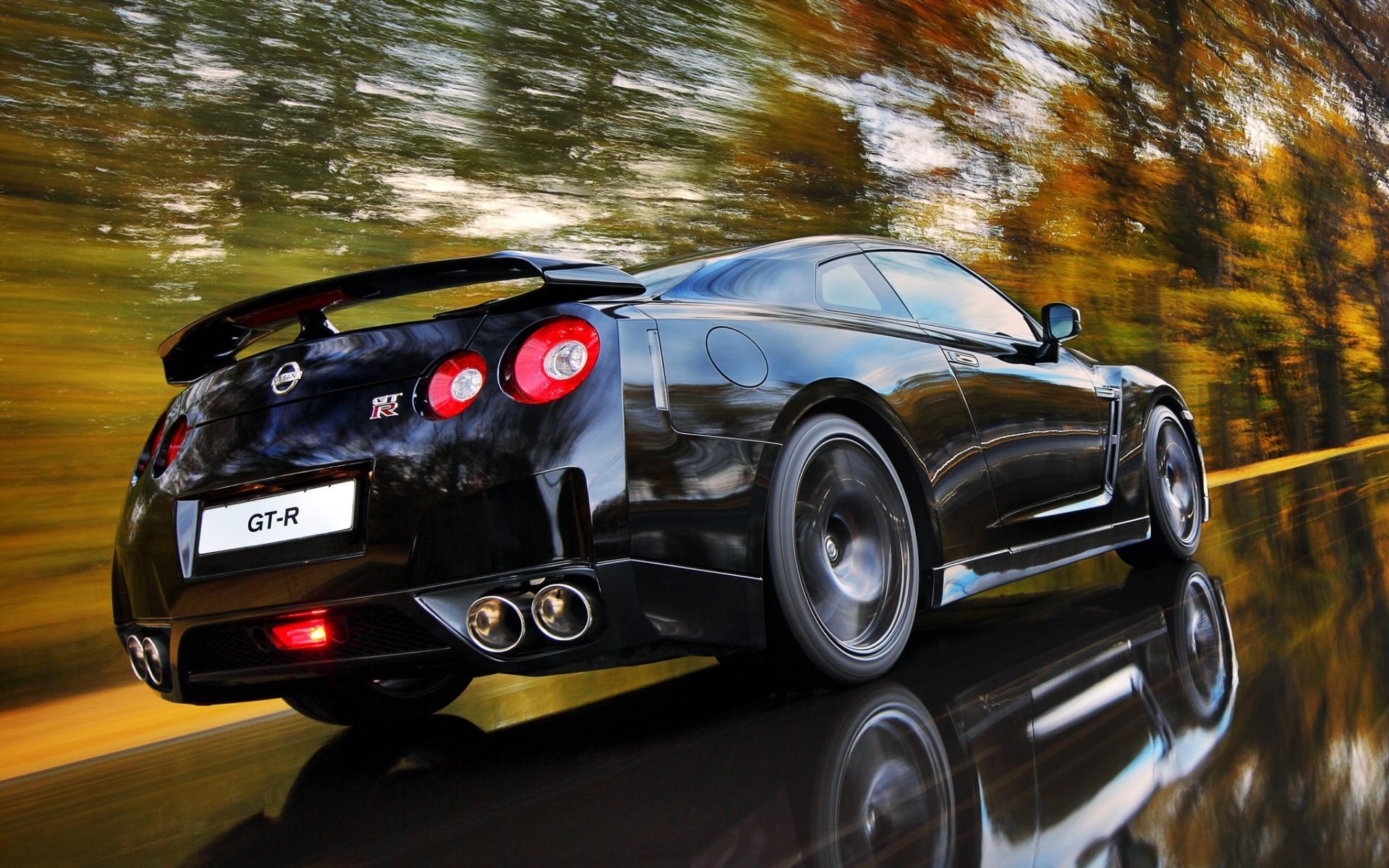 Nissan R35 GT-R cars motion blur