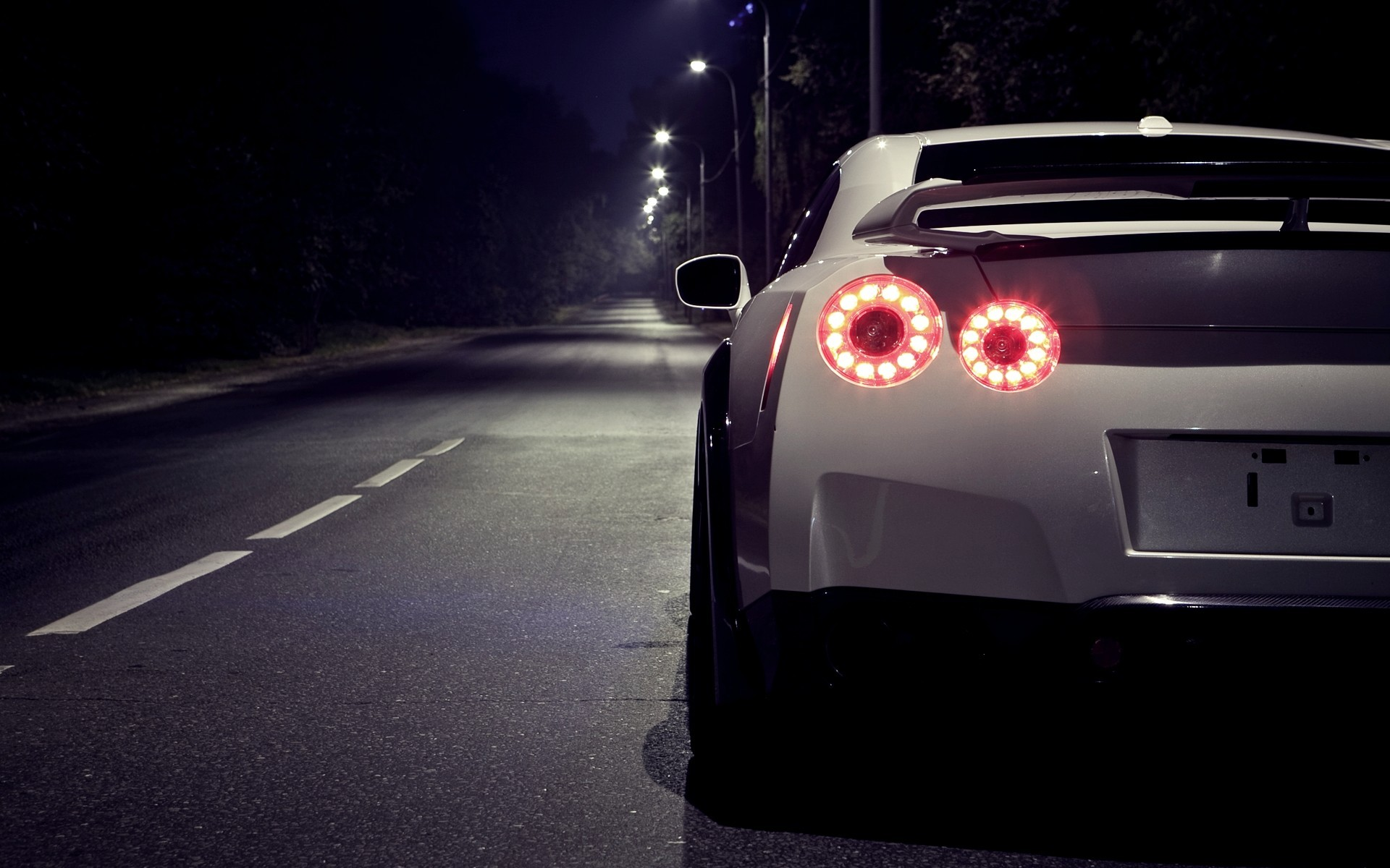 Nissan R35 GTR Wallpapers For iPad