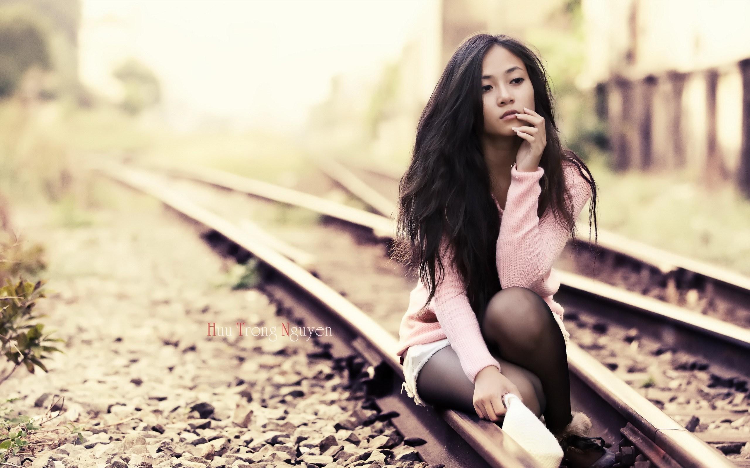 Railway Beauty Asian Girl HD Wallpaper