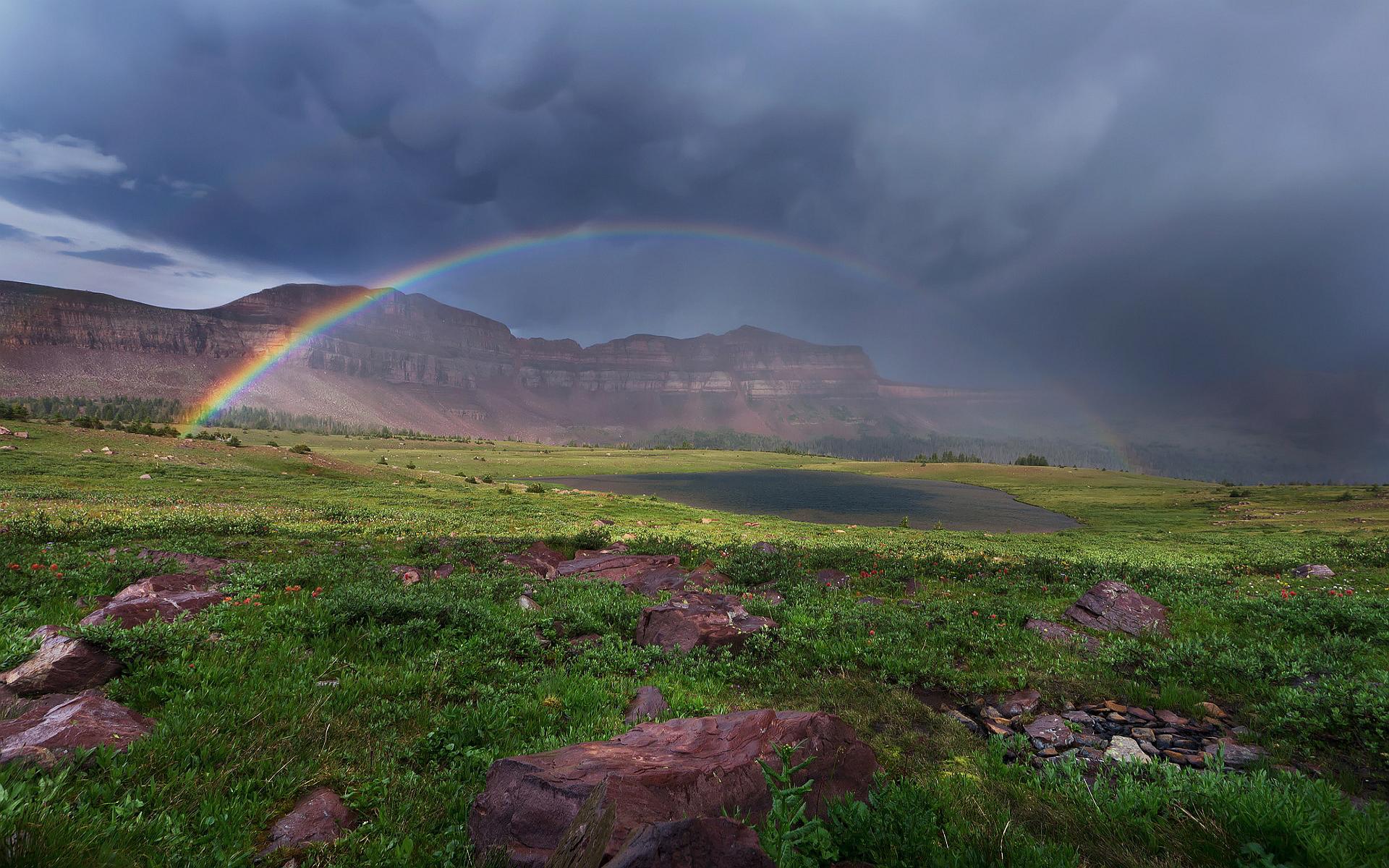 Rainbow lake canyons