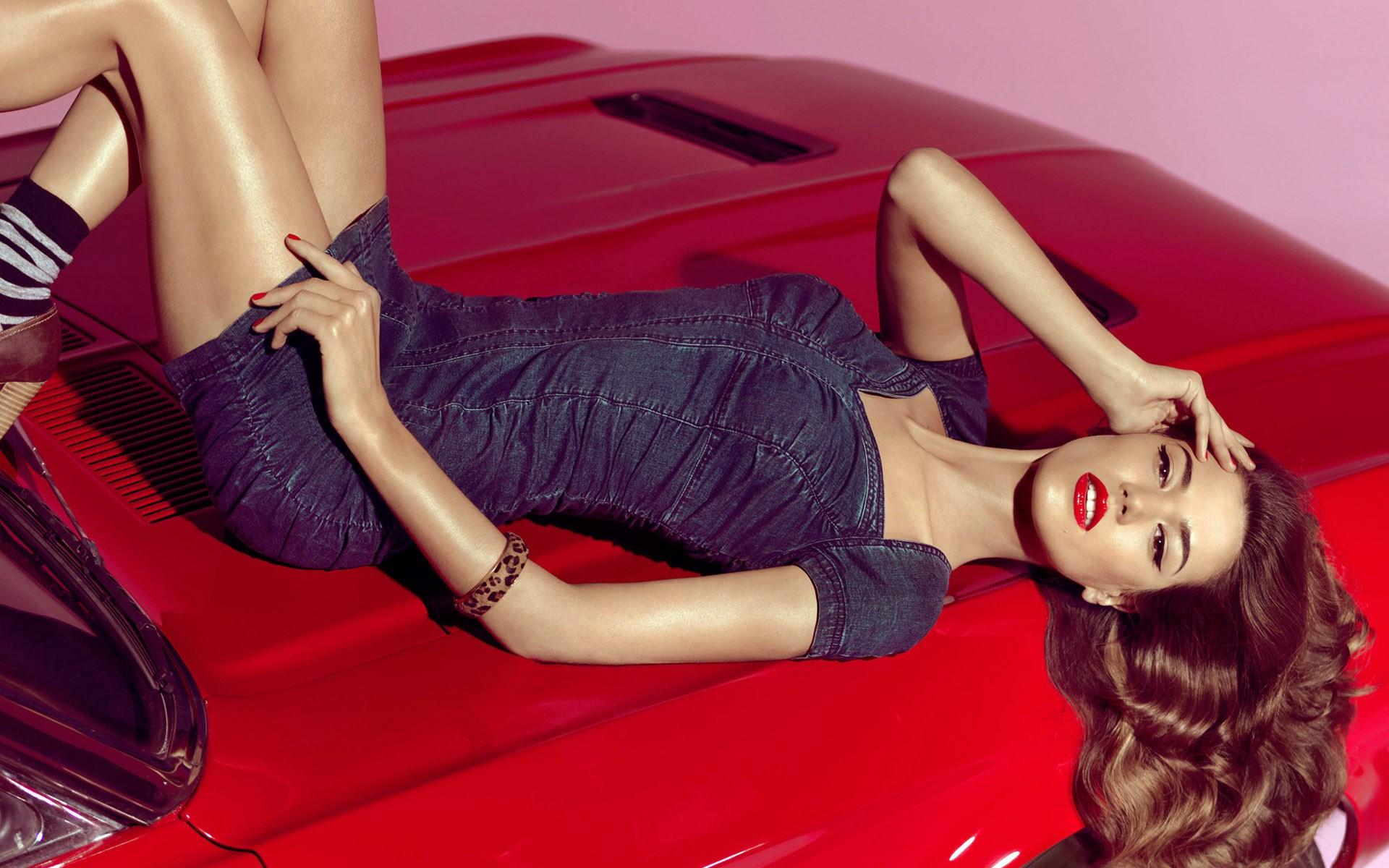 Red Lips Girl Car Fashion