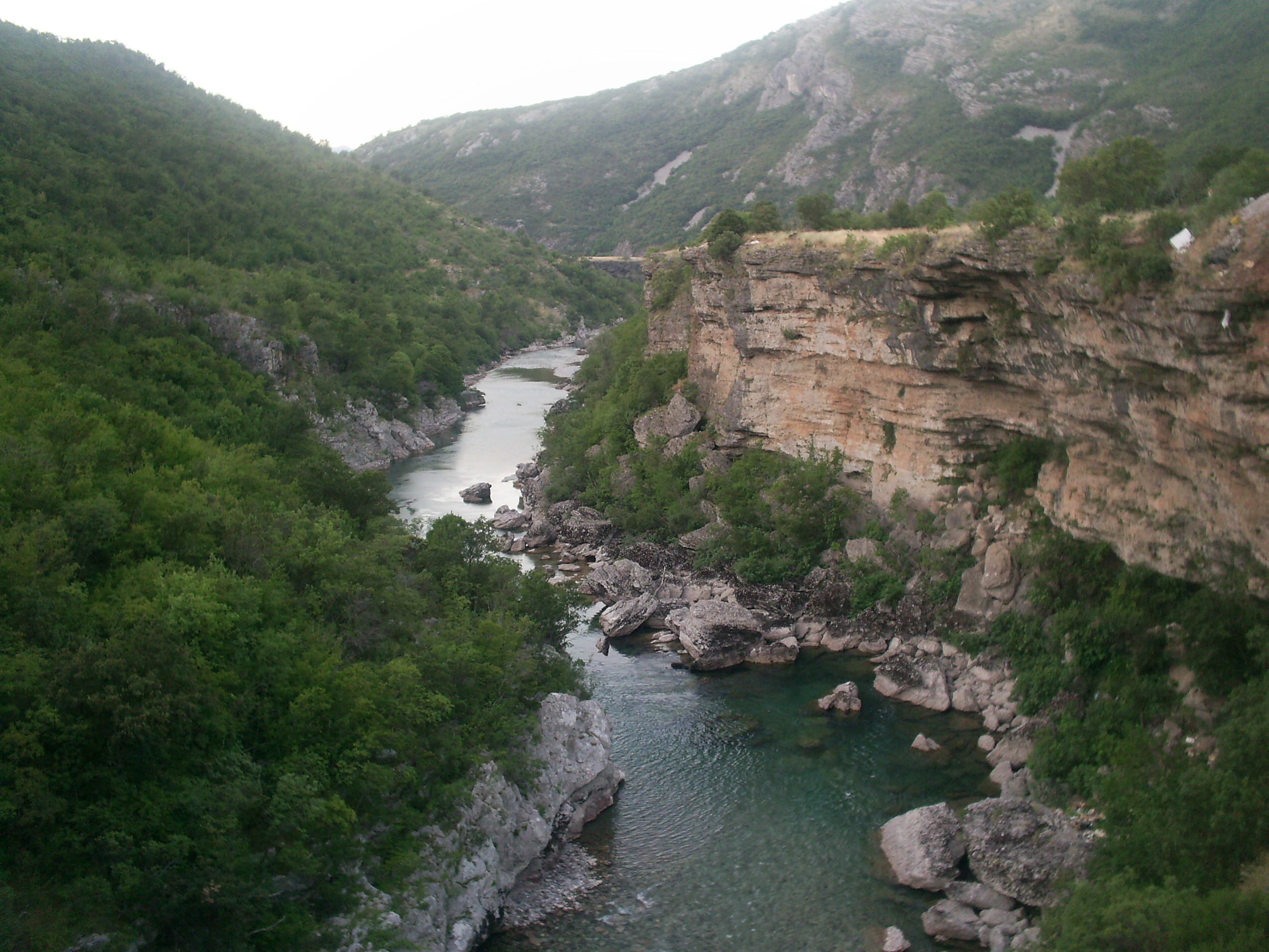 File:Moraca River Canyon.jpg