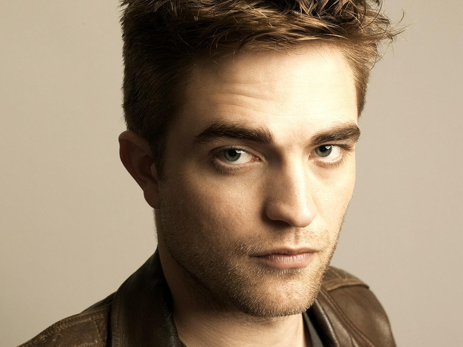 Robert Pattinson 15 HD Screensavers