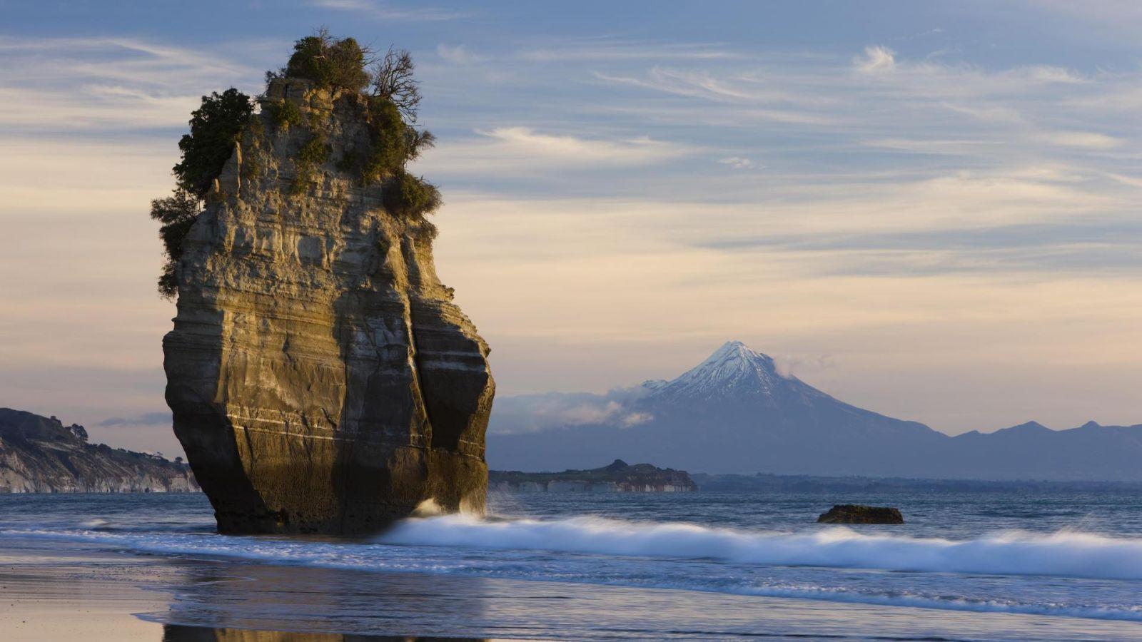 Amazing Rock In Sea