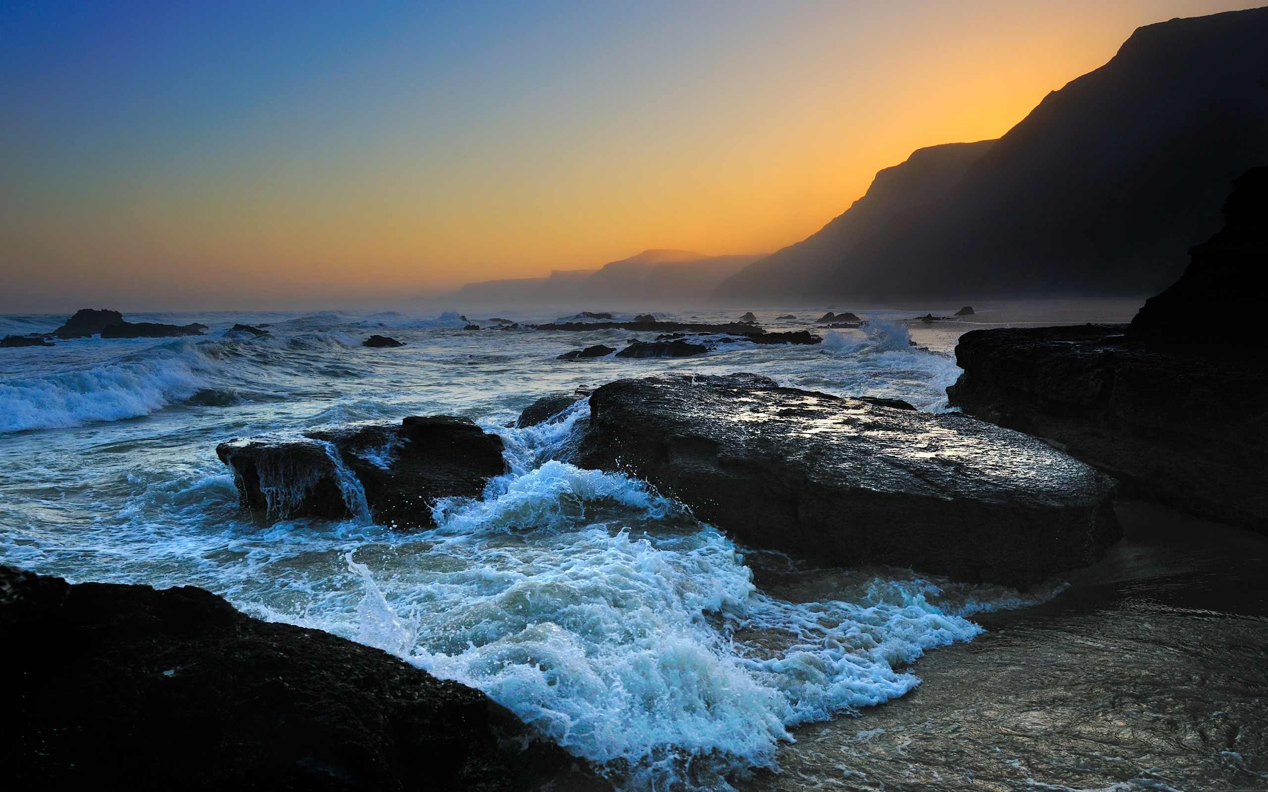 Download Rocky Shore wallpaper (2560x1600)