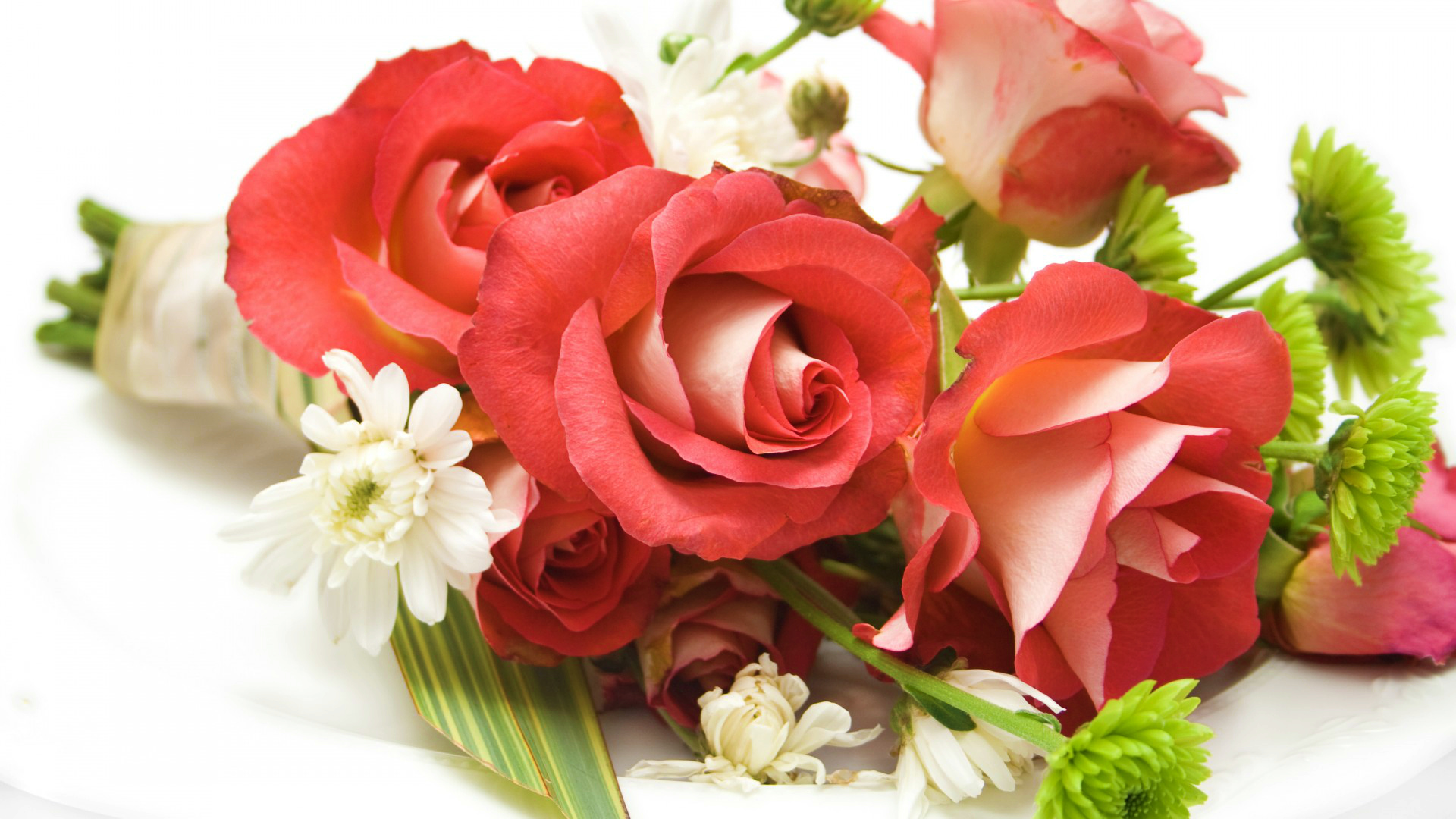 roses flower arrangement vase