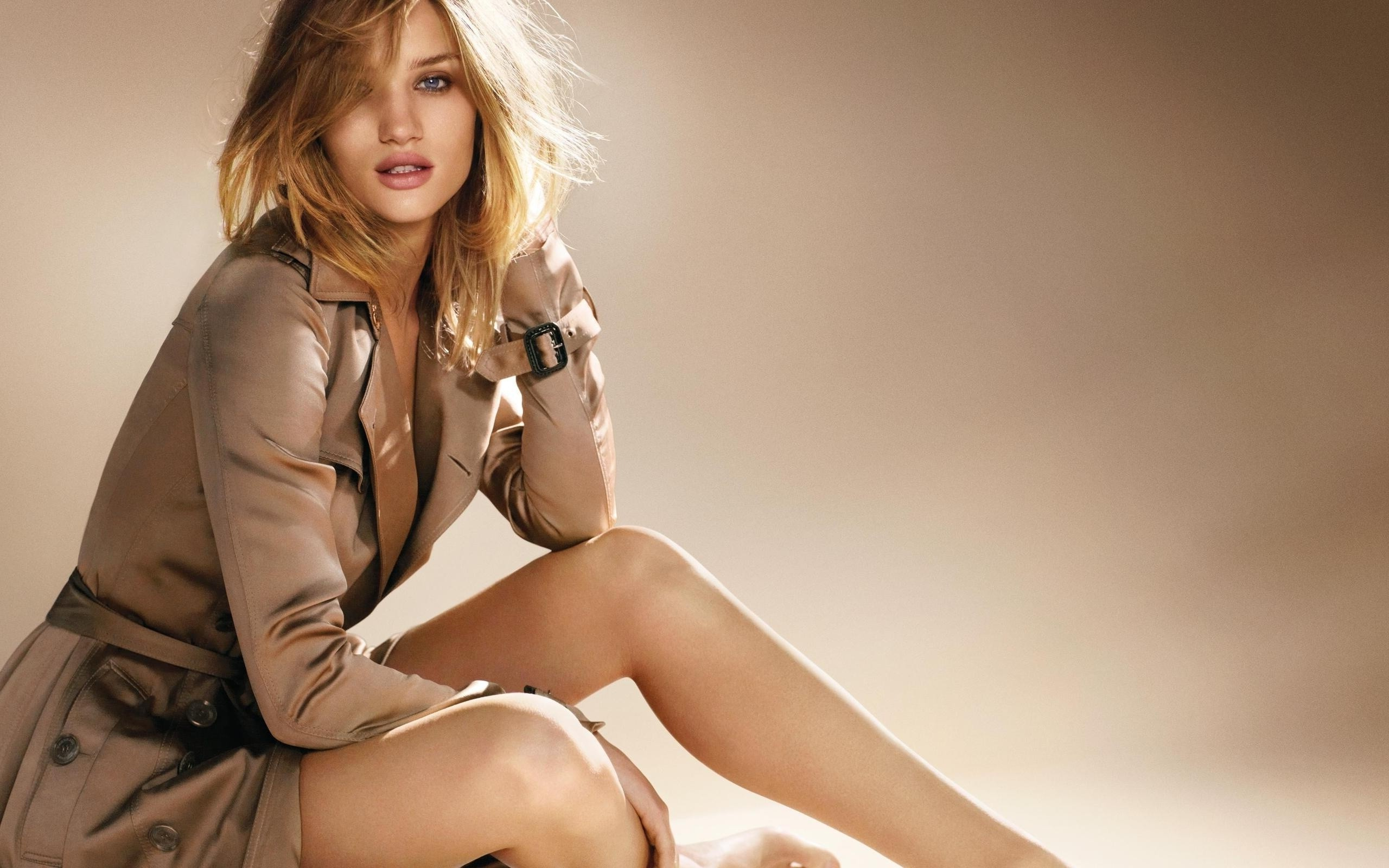 Rosie Huntington 2 Wallpaper HD