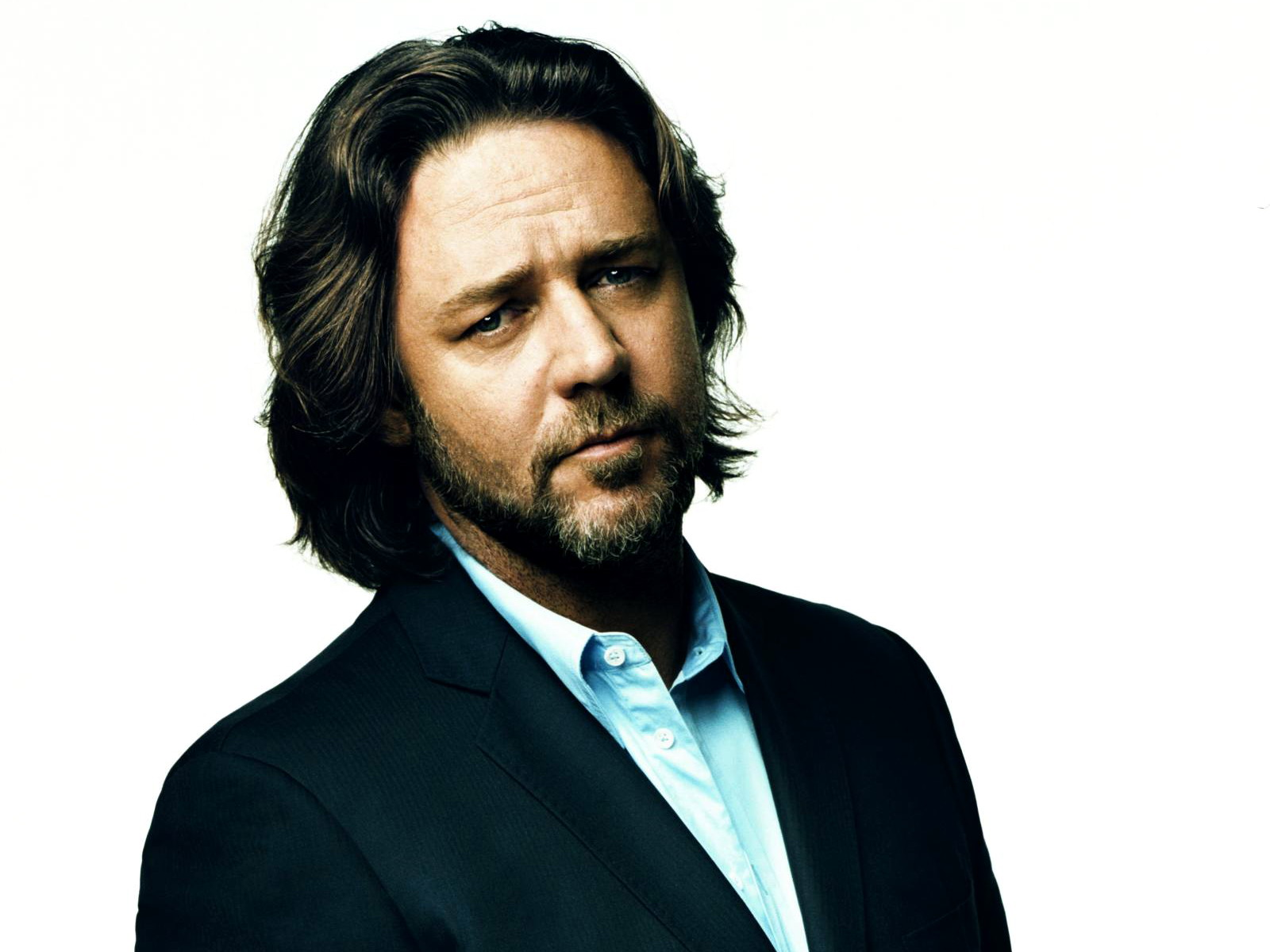 Russell Crowe Awesome Background Free Wallpaper
