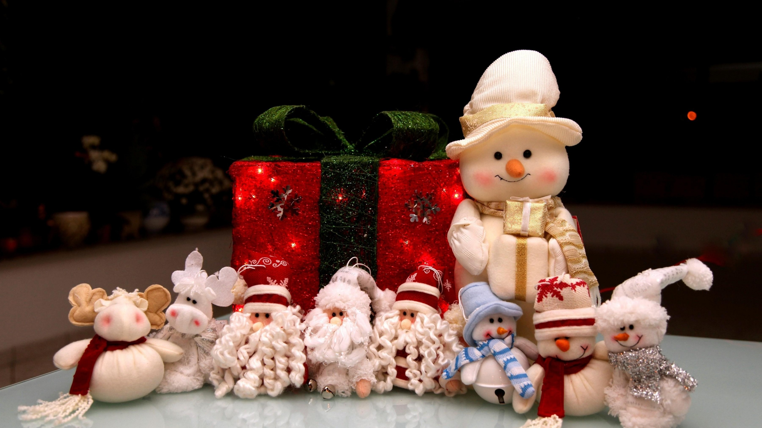 2560x1440 Wallpaper new year, holiday, christmas, snowmen, santa claus, gifts,