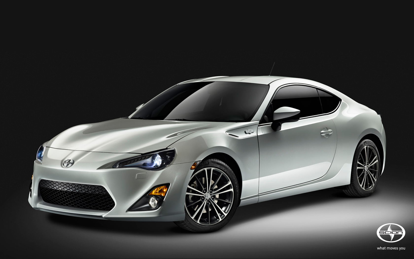 Scion FRS 8 Widescreen HD