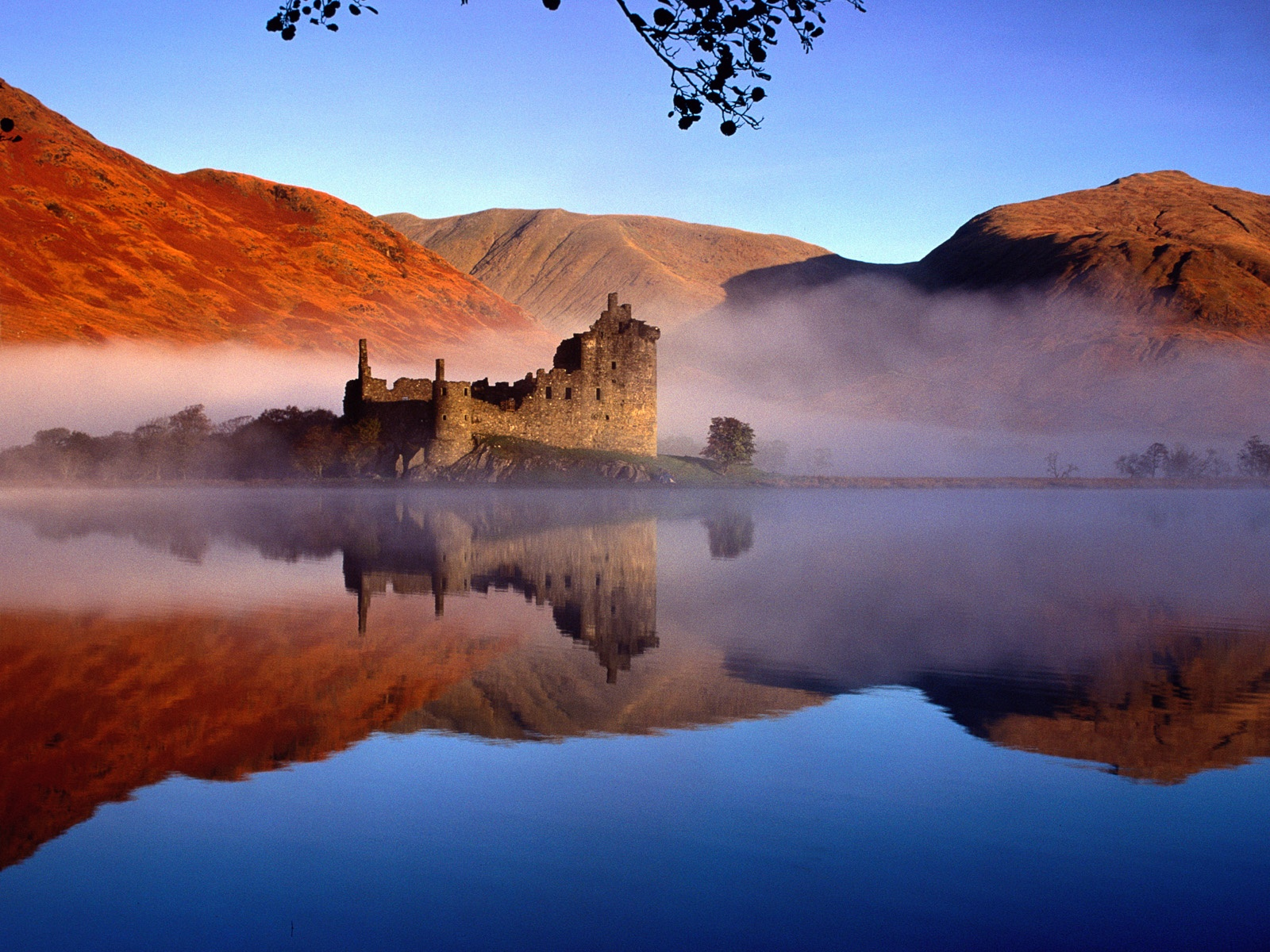 Castle in Scotland wallpaper 1600x1200.