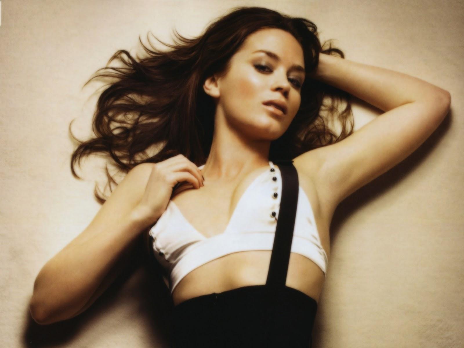 ... Emily Blunt hot