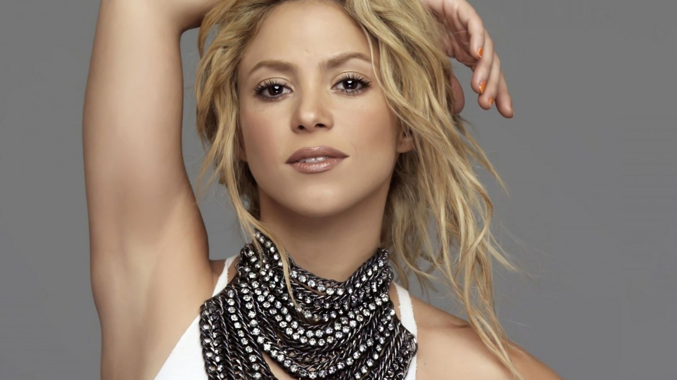 Do you recognize Shakira's unique voice in this ultra romantic song? Tu is the eighth song in her album 'Donde Estan los Ladrones?' released in 1998.