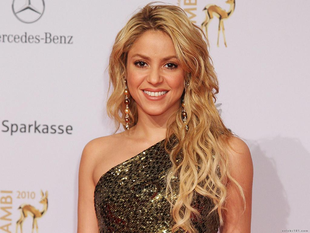 Shakira Smiling Photo · Formal Picture Of Hollywood Singer Shakira