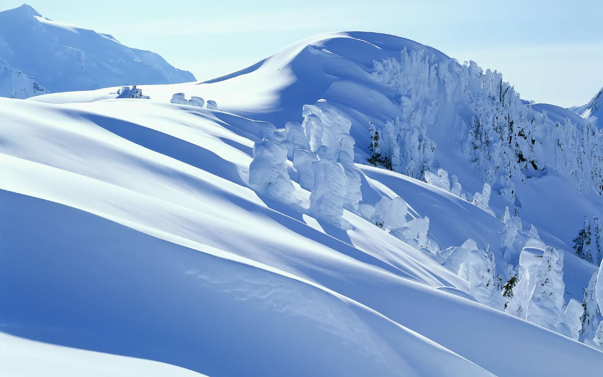 Awesome High Definition Snow Mountain Wallpaper