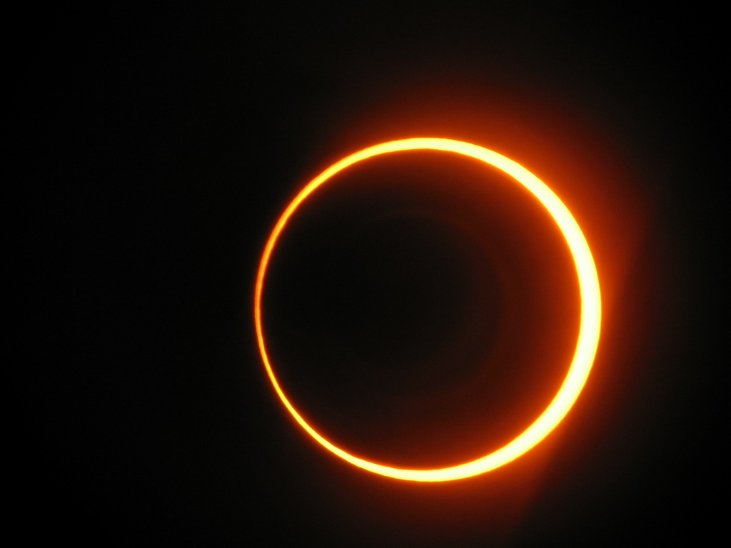 Hybrid solar eclipse on October 3, 2005