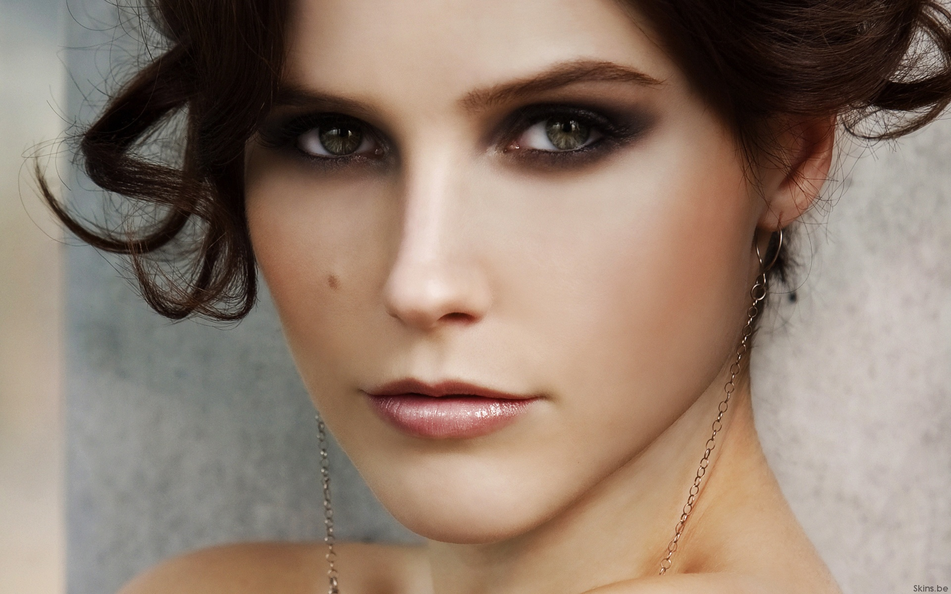 Sophia bush face
