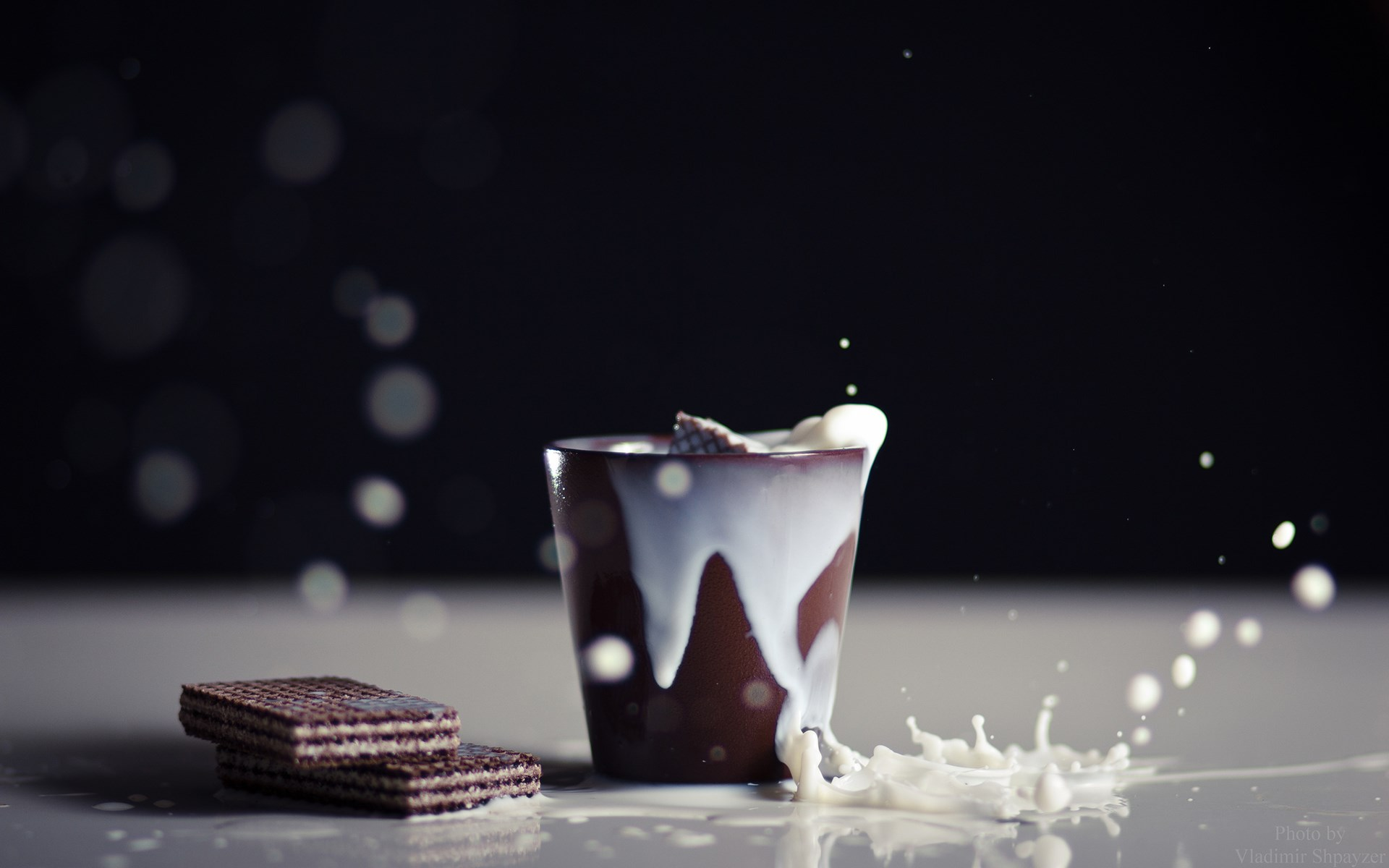Splash Cup Milk Wafers with Cocoa HD Wallpaper