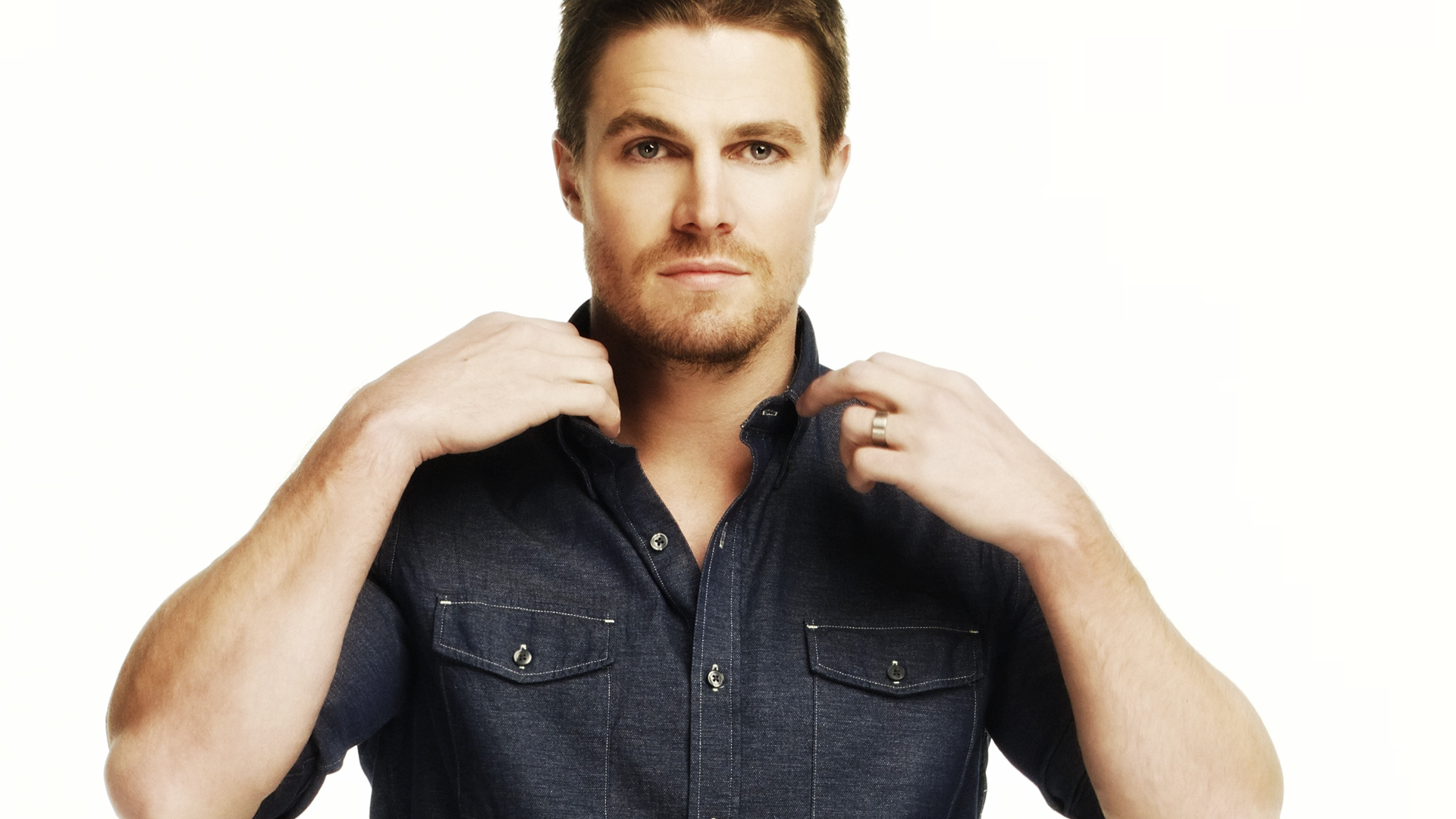 Stephen-Amell-stephen-amell-36874982-1920-1080