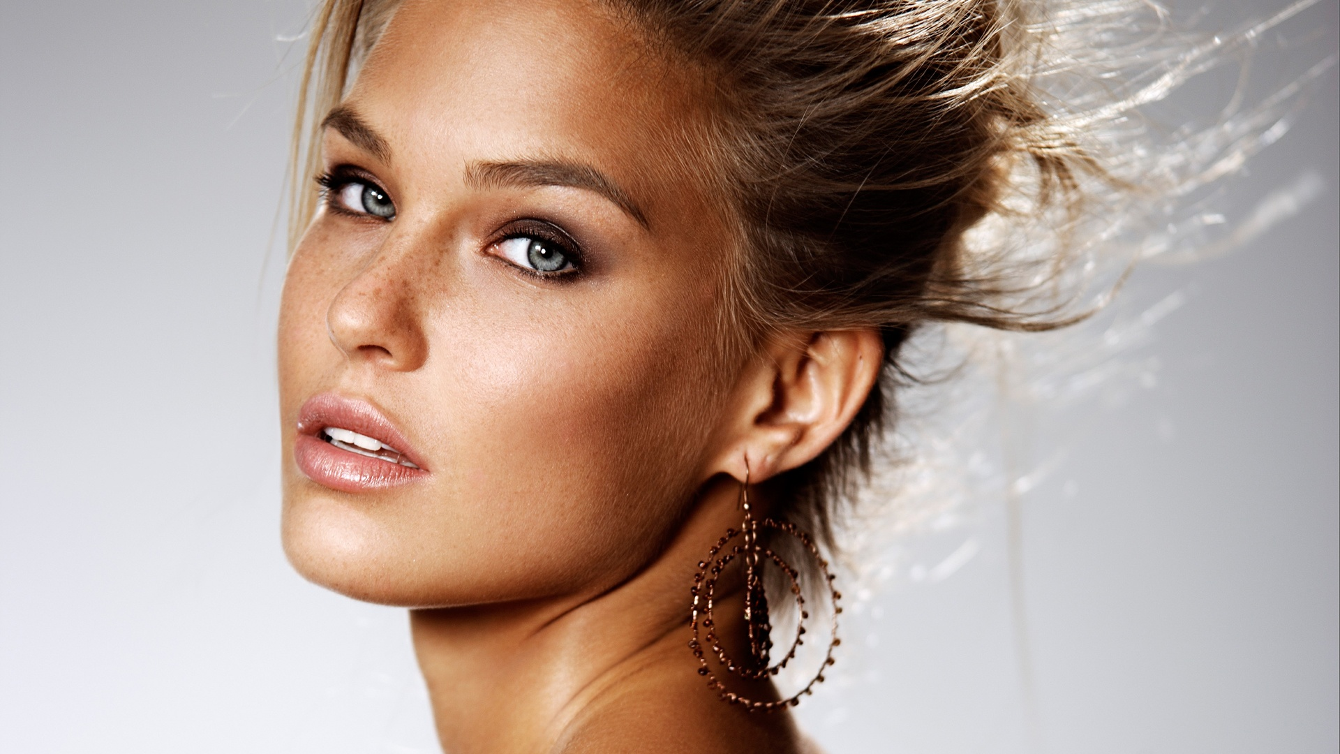 Stunning Bar Refaeli Wallpaper