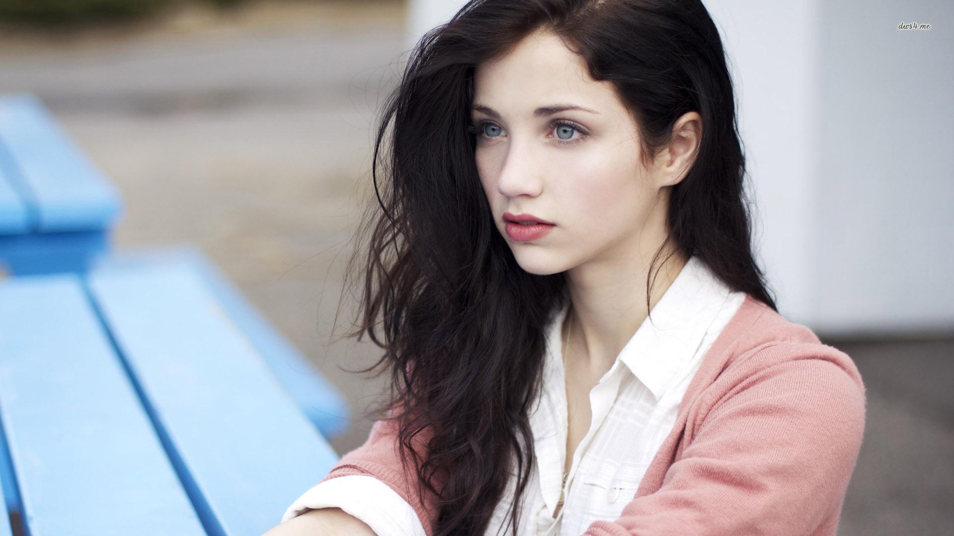 Stunning Emily Rudd