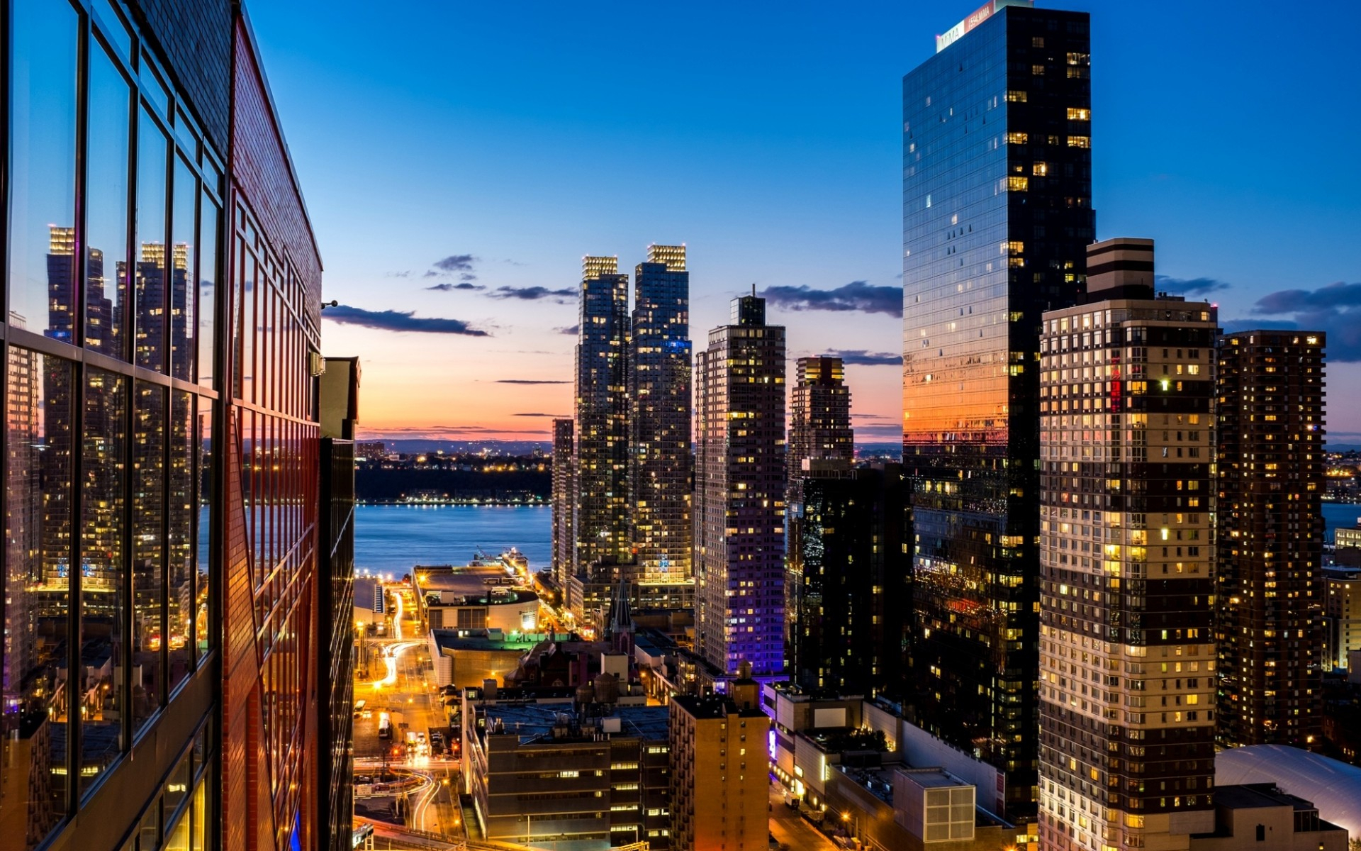 """Download the following Stunning New York Wallpaper 1210 by clicking the button positioned underneath the """"Download Wallpaper"""" section."""