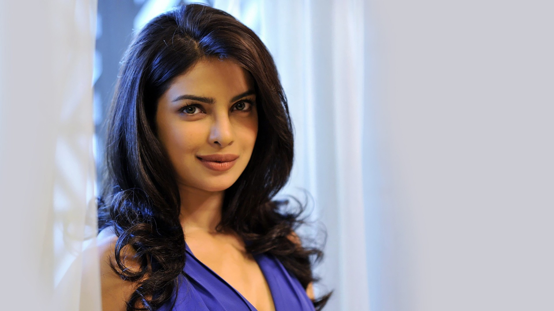 Stunning Priyanka Chopra Wallpaper