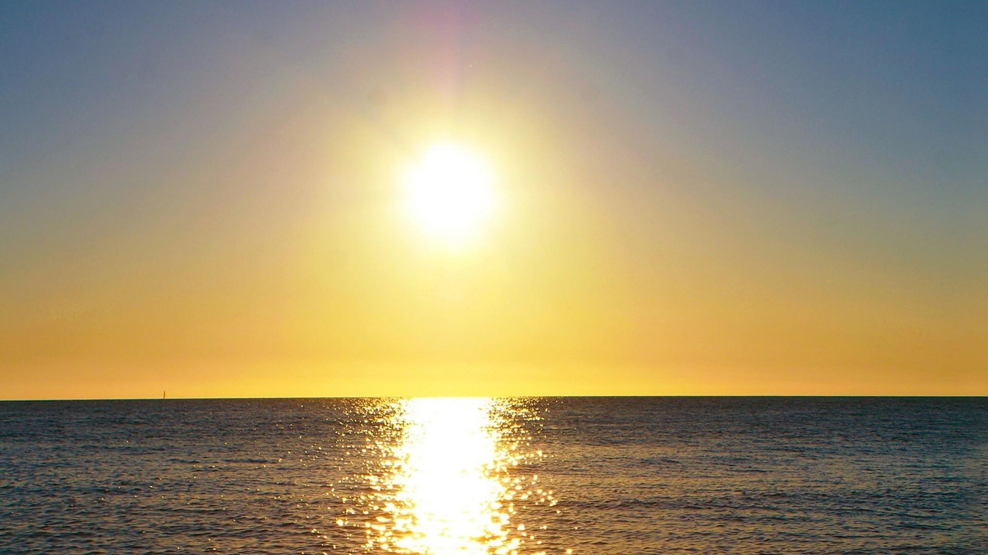 Sea Reflecting The Sunlight Wallpaper 1920x1080px