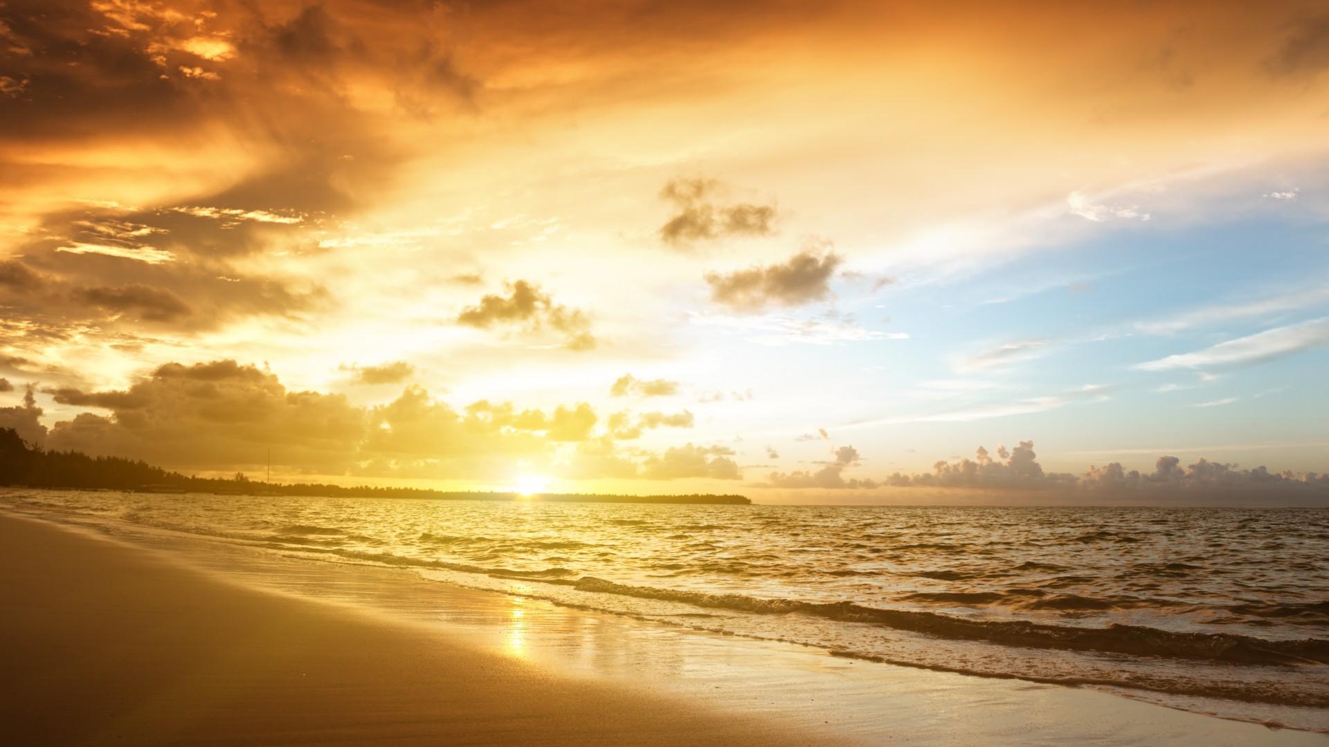 ... Sunrise in Carebbean sea ...