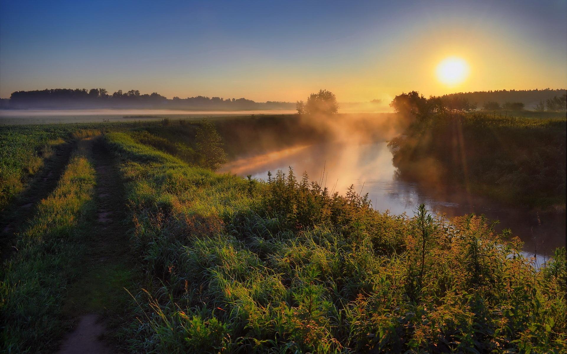Sunrise rive mist
