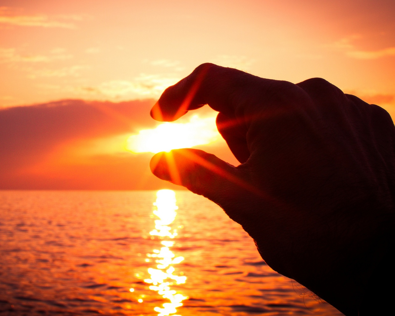 Description: The Wallpaper above is Sunset between fingers Wallpaper in Resolution 1280x1024. Choose your Resolution and Download Sunset between fingers ...