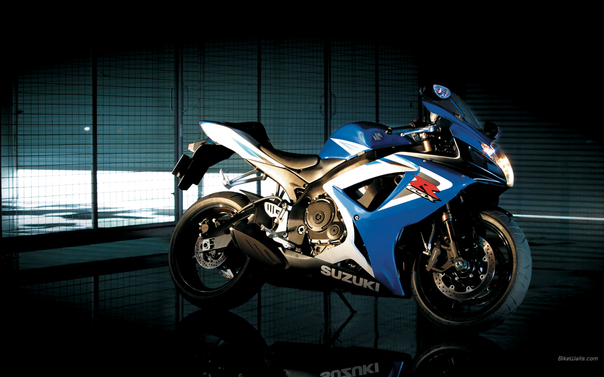 SUZUKI GSX R750 HD Wallpaper Free Download
