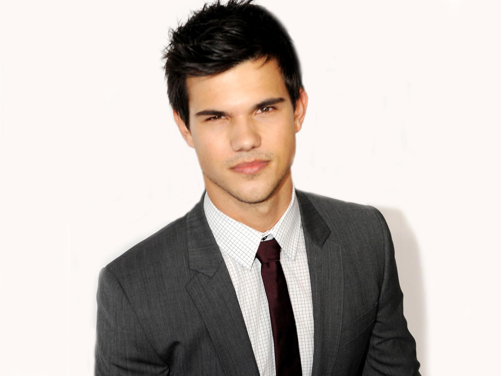On 11-2-1992 Taylor Lautner (nickname: Tay, TLaut, Taylor Daniel Lautner) was born in Grand Rapids, Michigan, United States.
