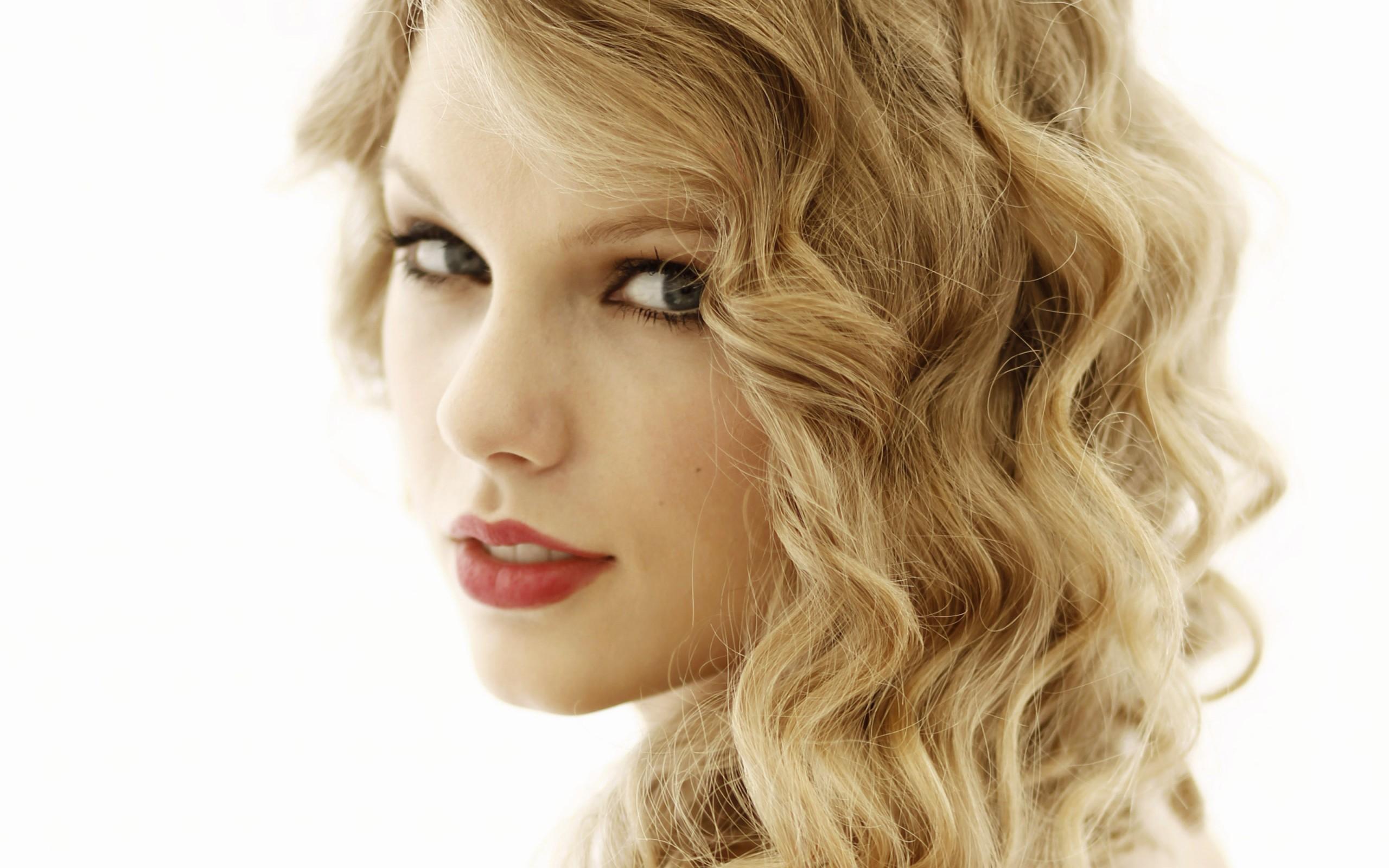 Taylor Swift ...