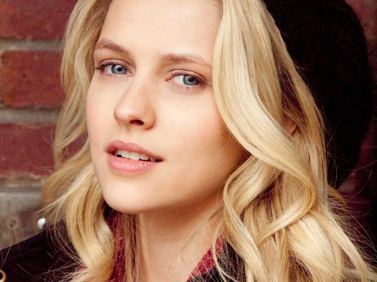 As reported exclusively by Variety today, Australian actress Teresa Palmer (Warm Bodies) is in negotiations to play the female lead in a reboot of the 1991 ...