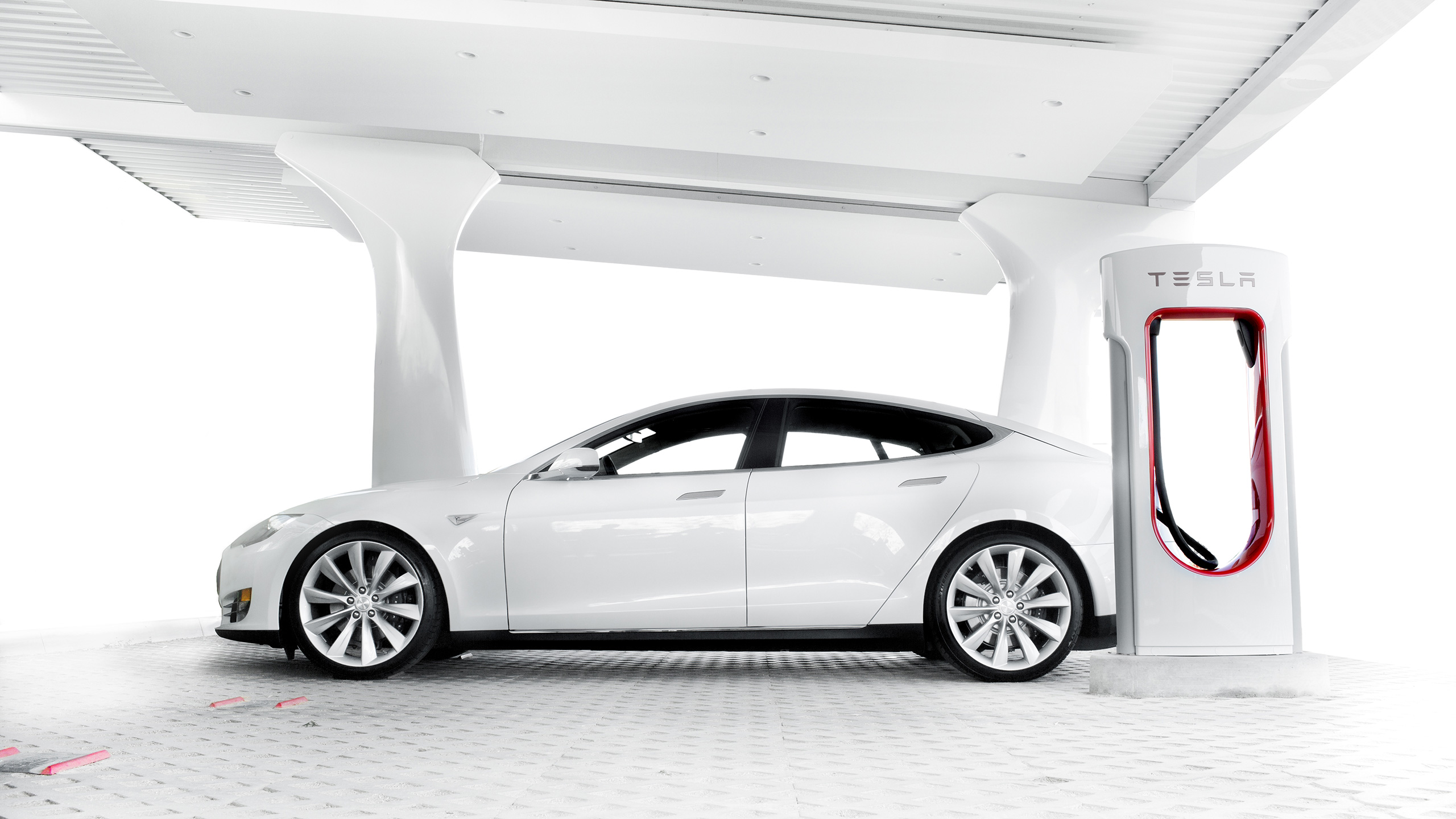 A 85 kWh Tesla Model S With Battery Swap Technology Is Worth 7 ZEV Credits