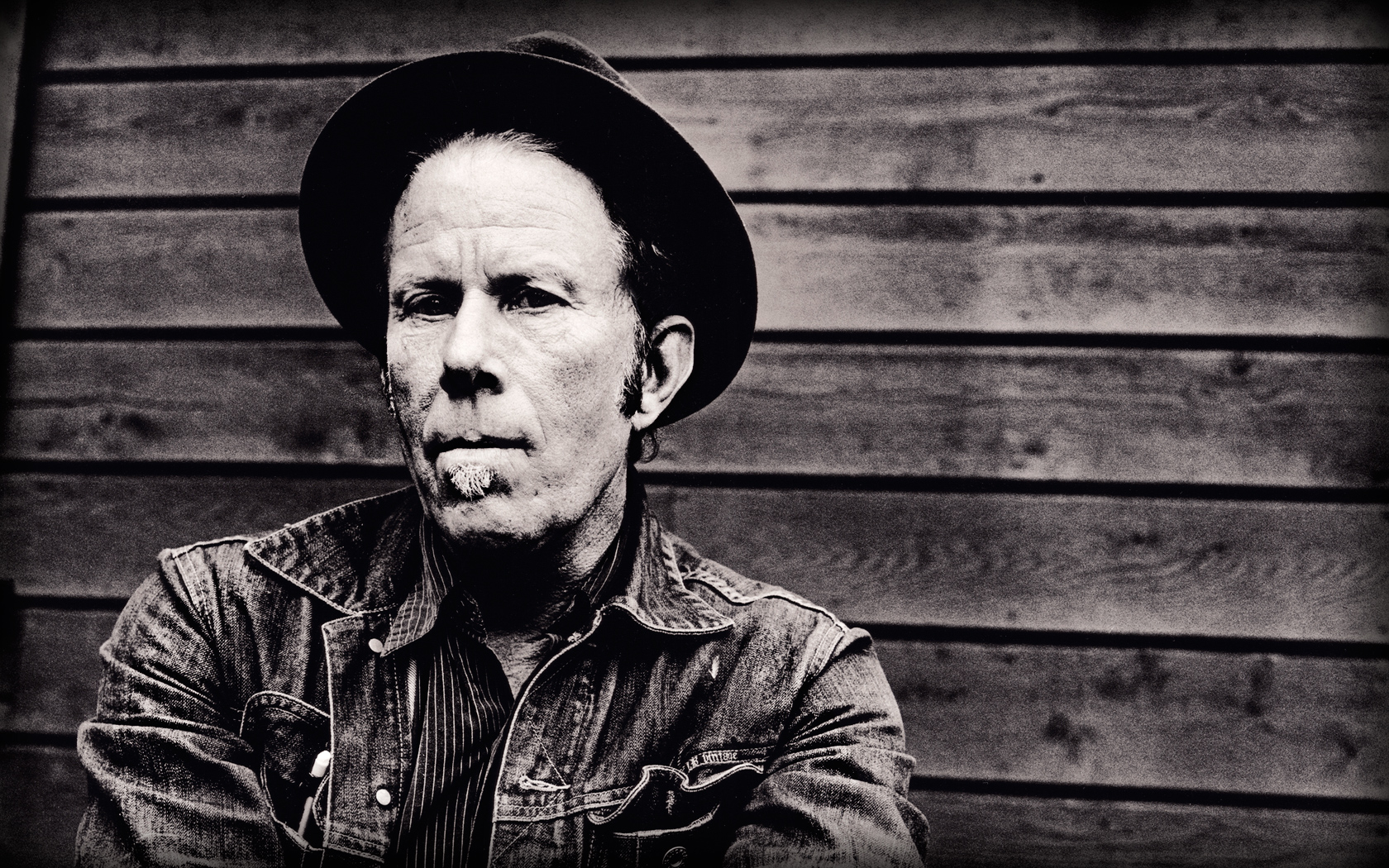 MUSIC BREAK – TOM WAITS