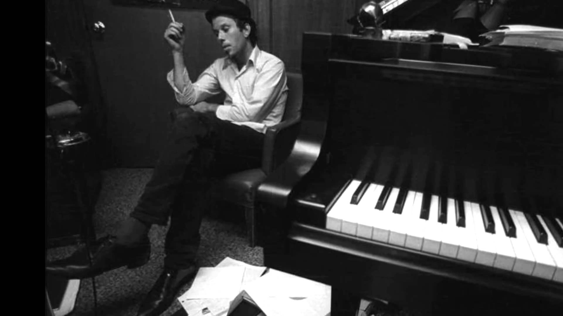 Tom Waits - I Hope That I Don't Fall In Love With You - Rare live performance (1973)