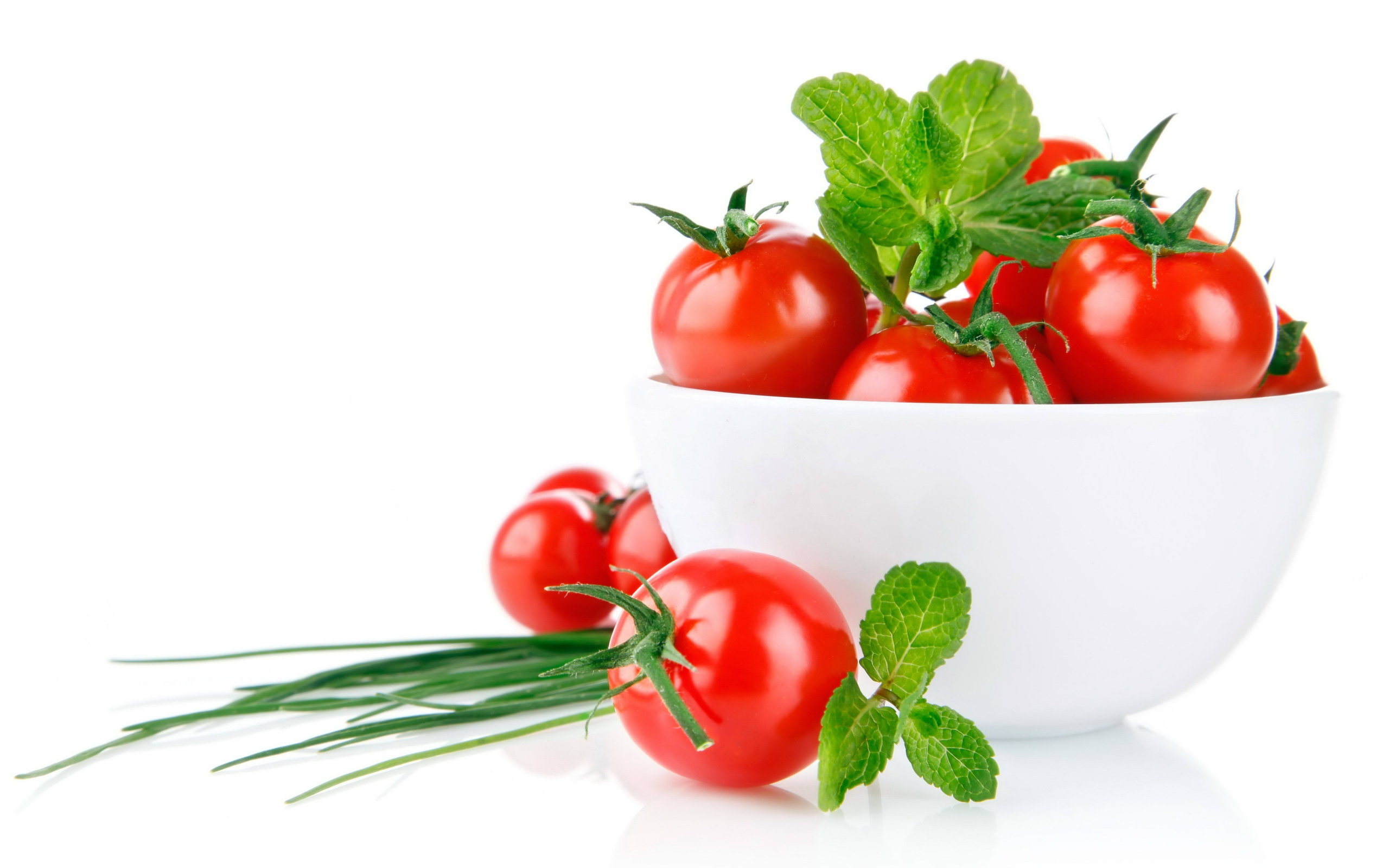 Preview wallpaper tomato, white, green, bowl 2560x1600