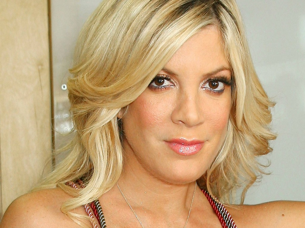Tori Spelling Wallpaper