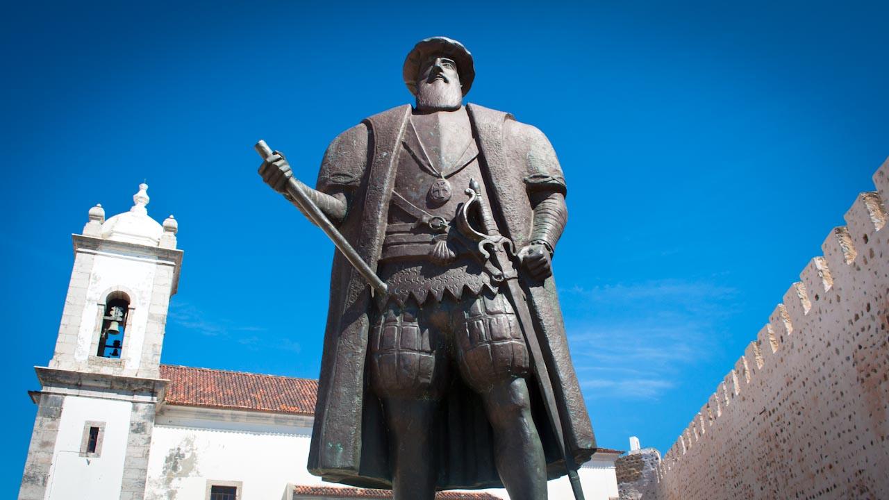 Vasco da Gama statue - Top Sines