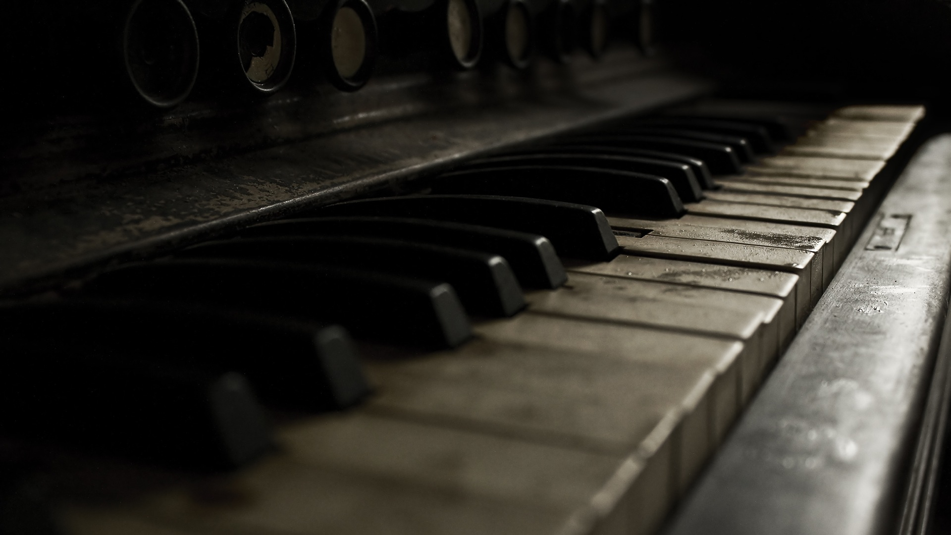 Vintage Piano Wallpaper