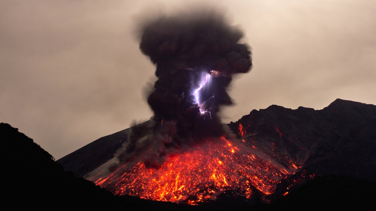 Rare Footage Of Volcanic Lightning