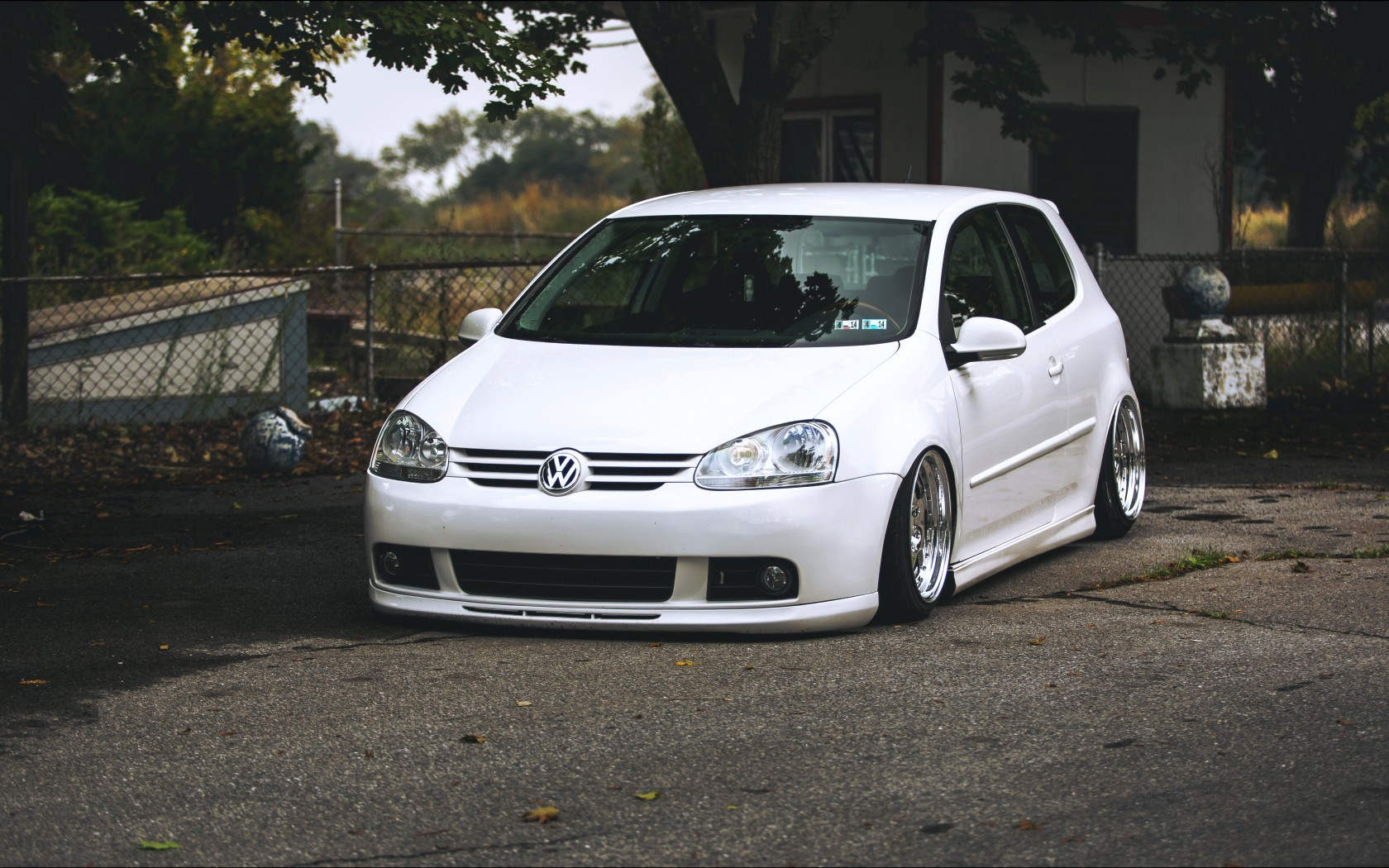 VW Volkswagen Golf MK5 White Tuning Car Front