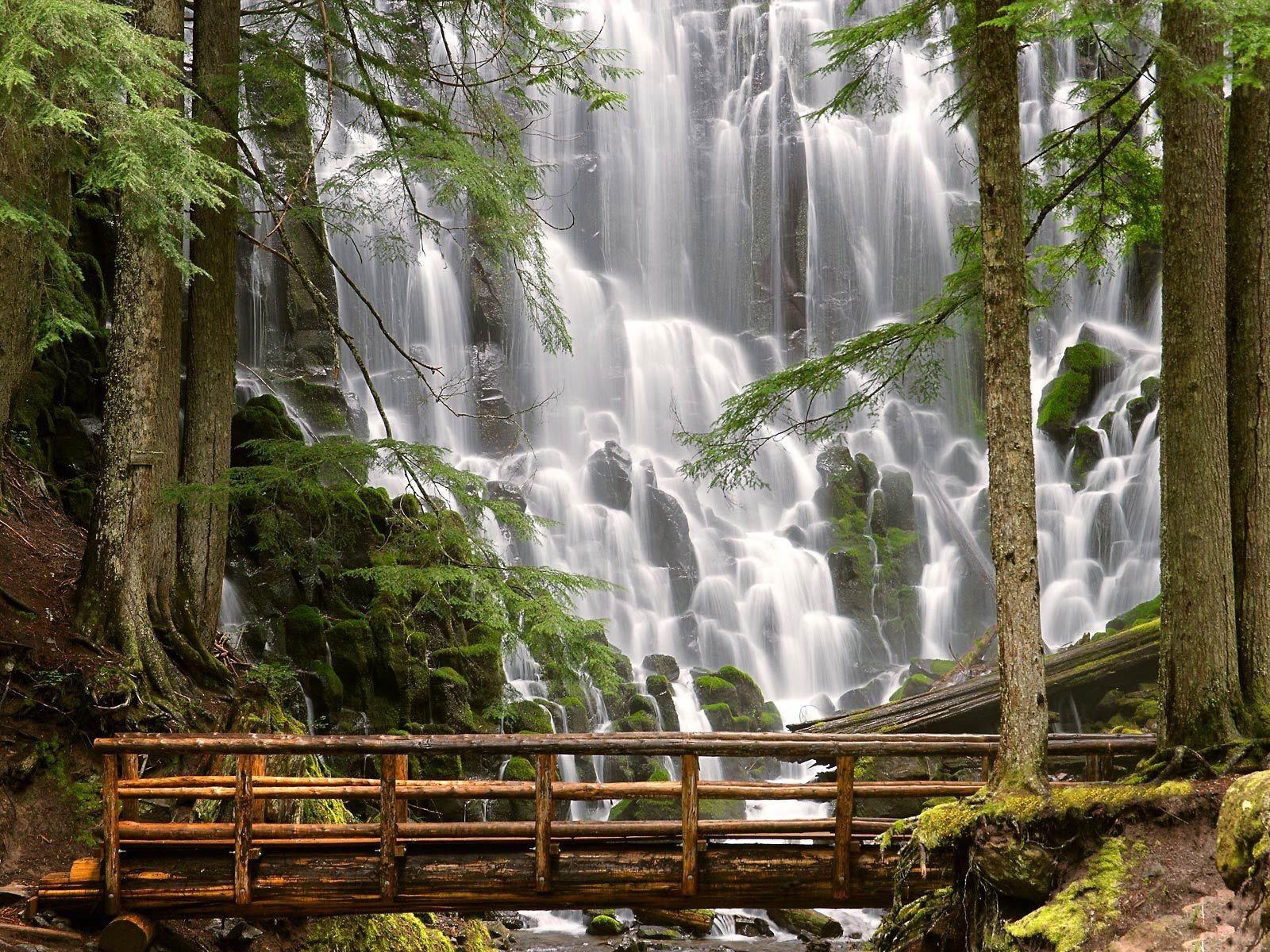 Natural Waterfall Wallpaper 02