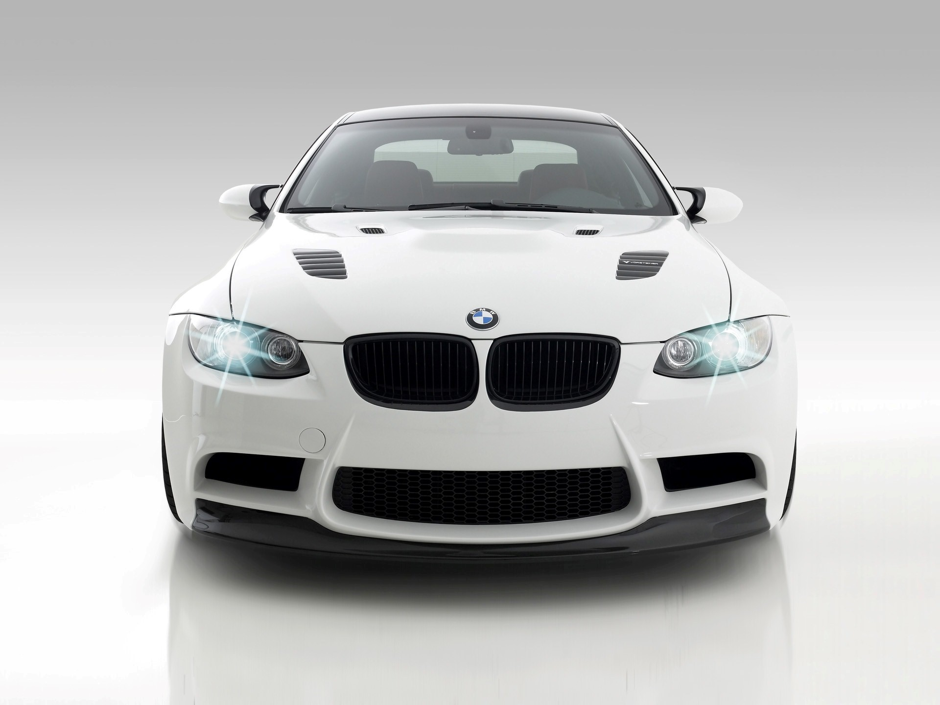 828 Views 406 Download White BMW GTS3 Cars Wallpapers