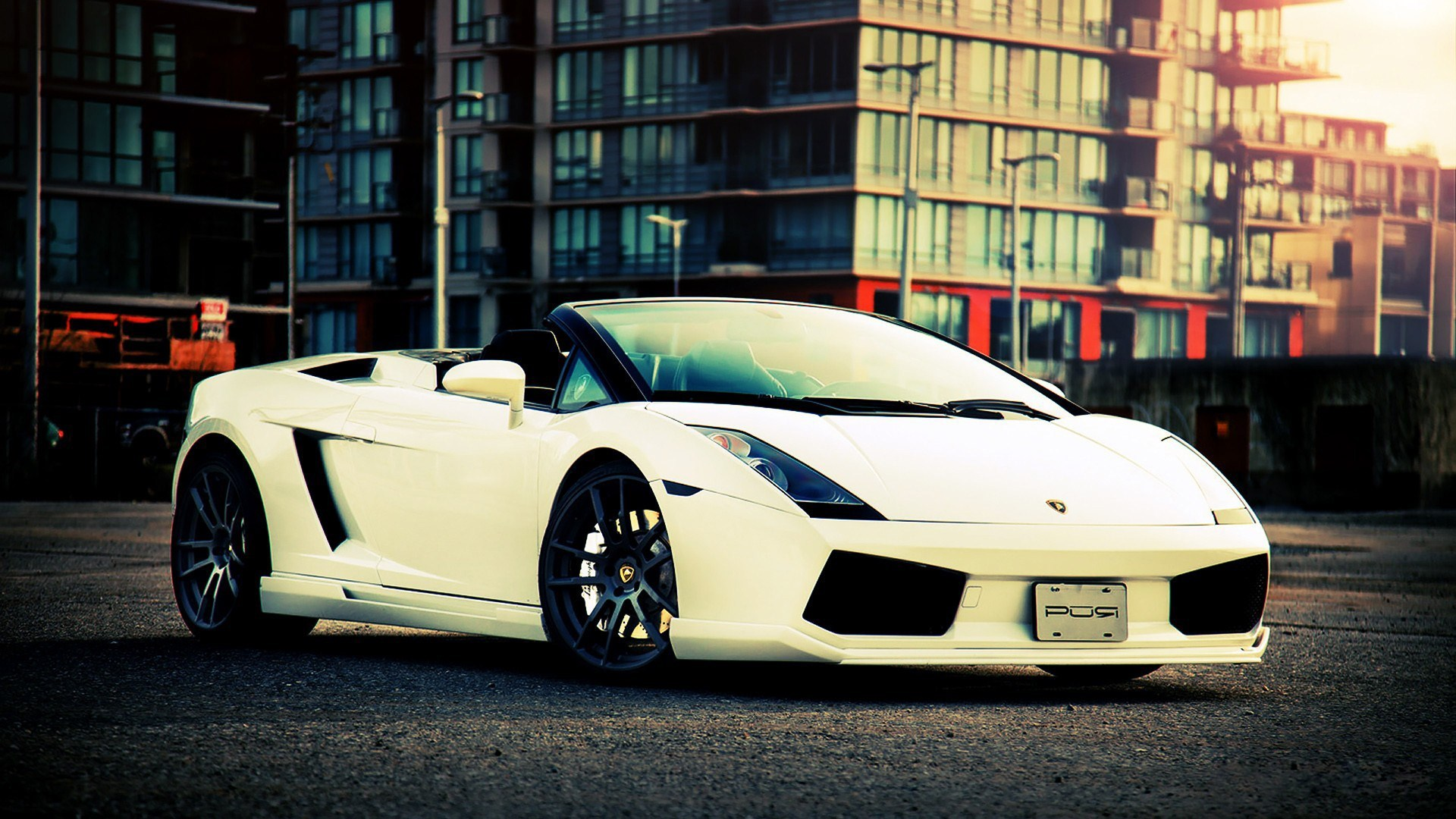 White Lamborghini Gallardo Spyder City Photo