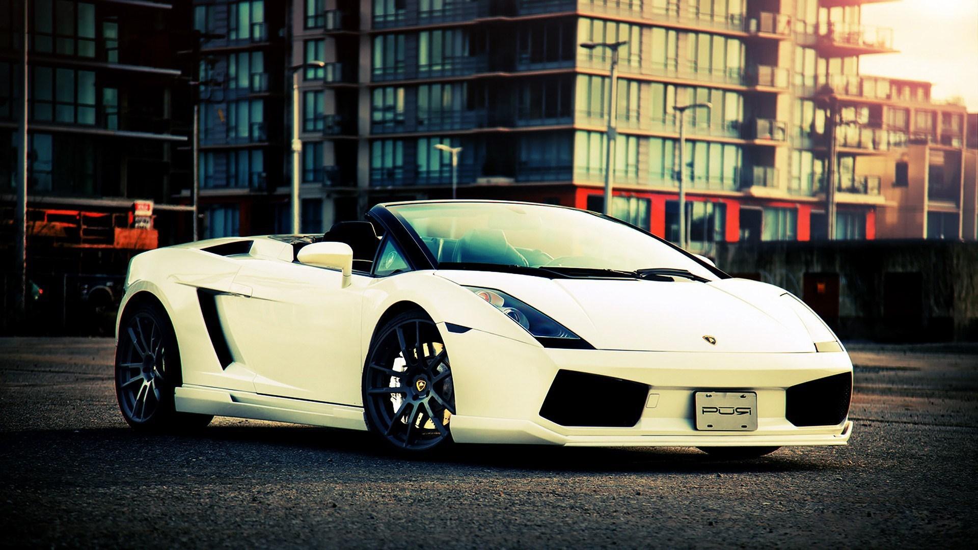 White Lamborghini Gallardo Spyder City Photo