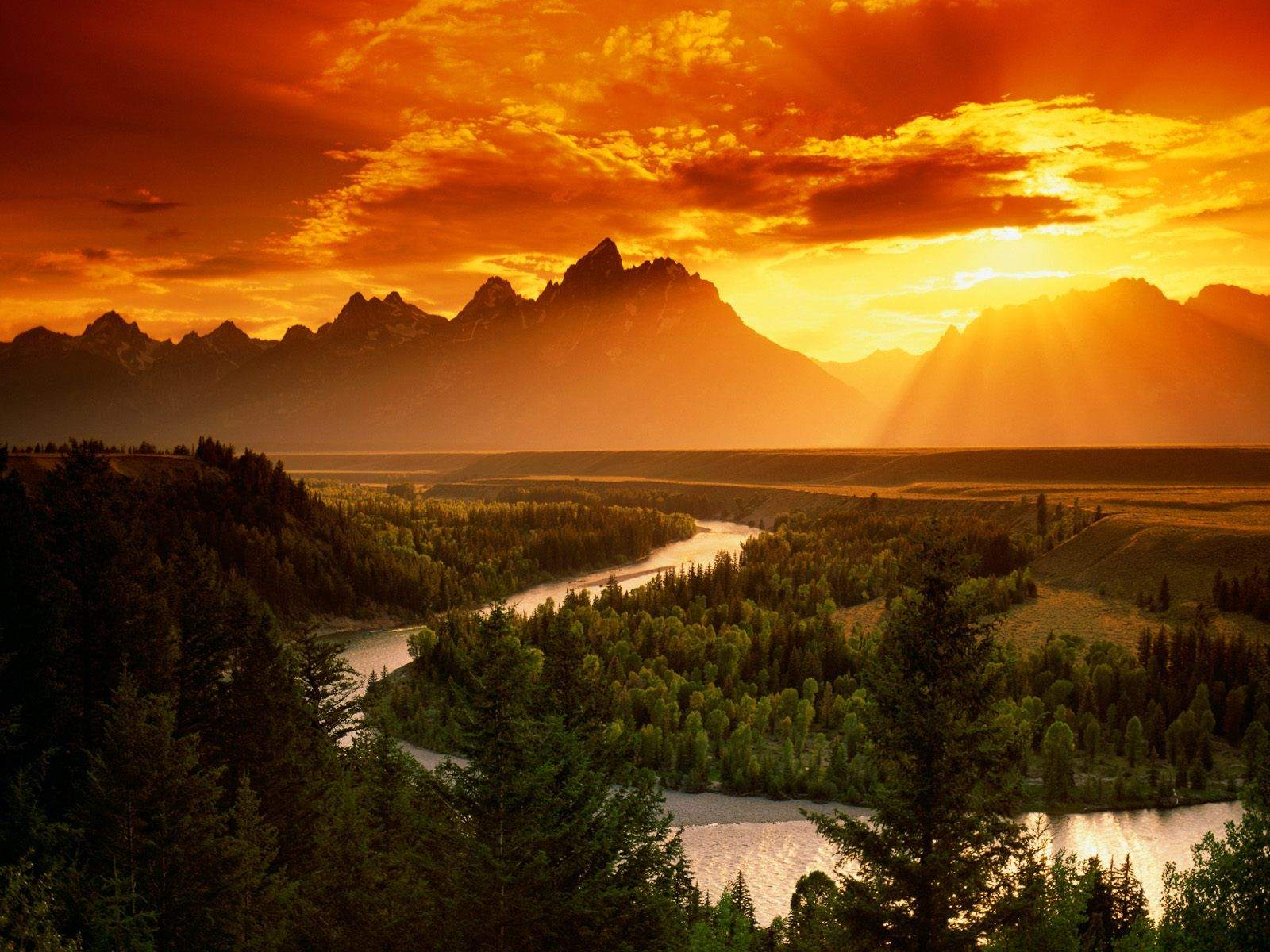 Enjoy in breathtaking Sunset Over Snake River in Wyoming…