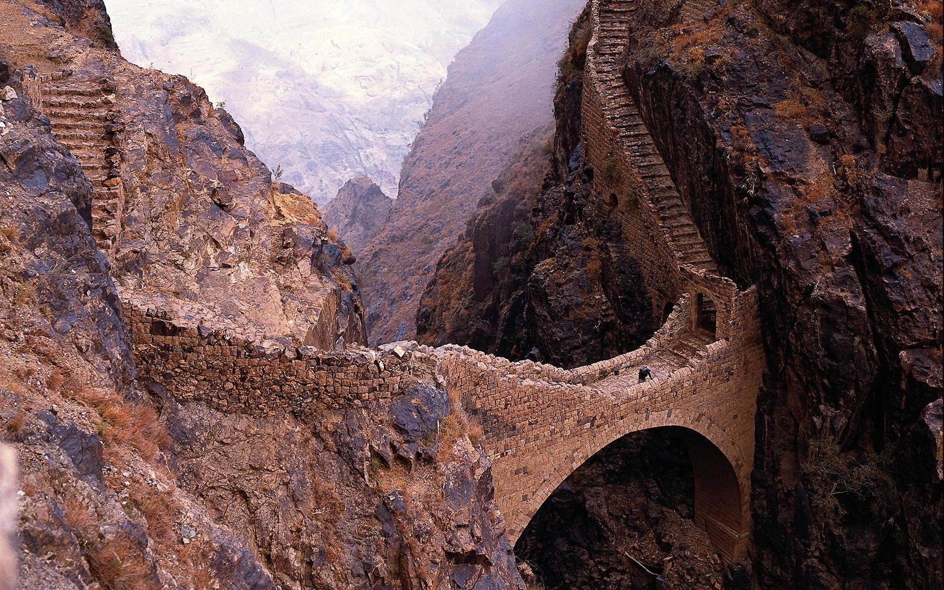Yemen shahara bridge
